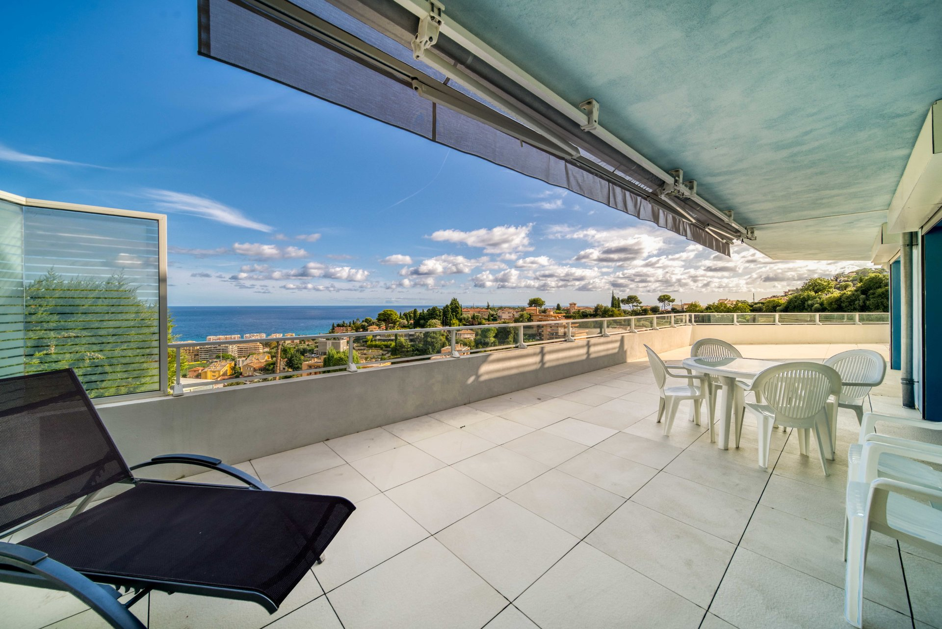 3 ROOM 115 m2 TERRACE 90m2 IN PRIVATE RESIDENCE WITH EXCEPTIONAL SEA VIEW FOR SALE