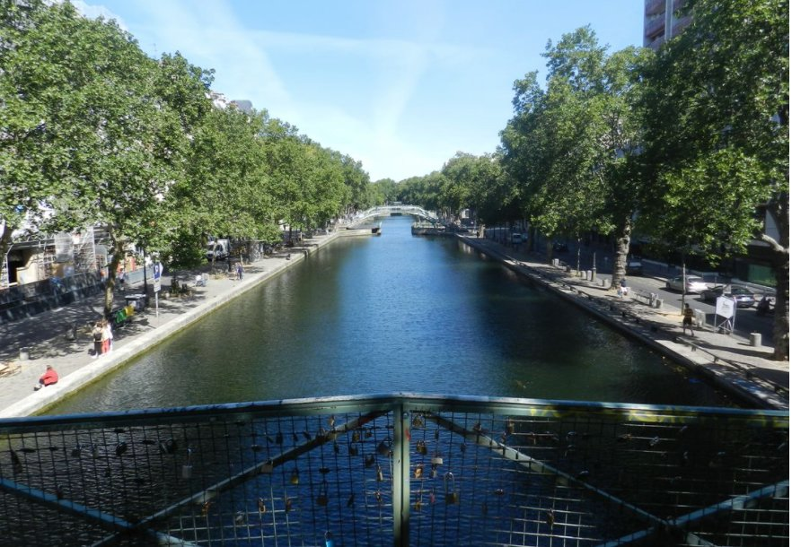 Paris - X ème - M° RÉPUBLIQUE : 4 PIECES - VUE DÉGAGÉE SUR LE CANAL - SOLEIL - CALME - 2 CHAMBRES - PARKING POSS EN SUS POUR 20 000 €