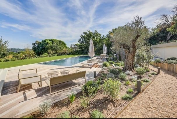 SAINT TROPEZ NEW BUILT VILLA WITH SEA VIEW