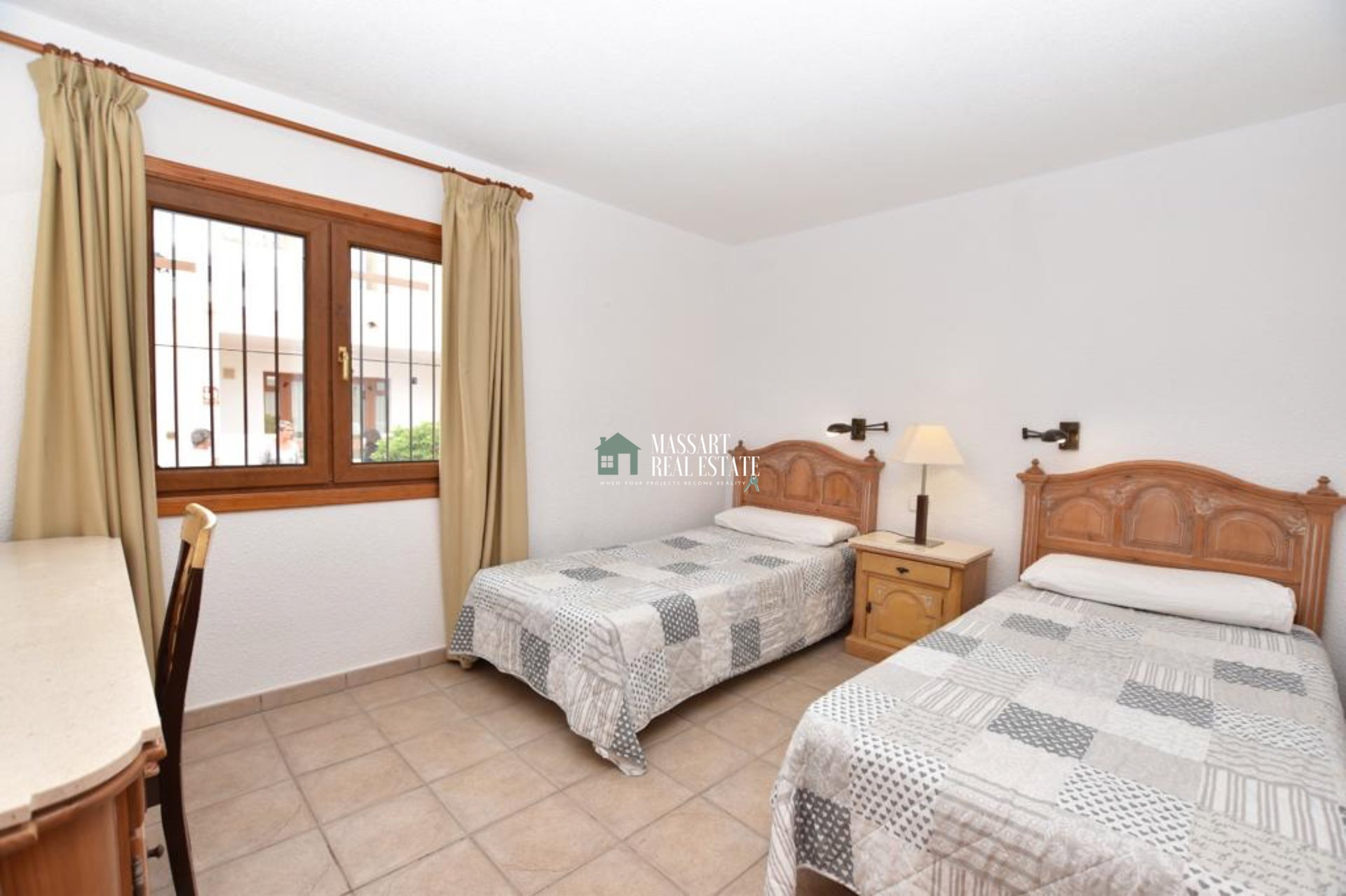 75 m2 furnished apartment located in the center of Los Cristianos, in the popular residential complex Beverly Hills.