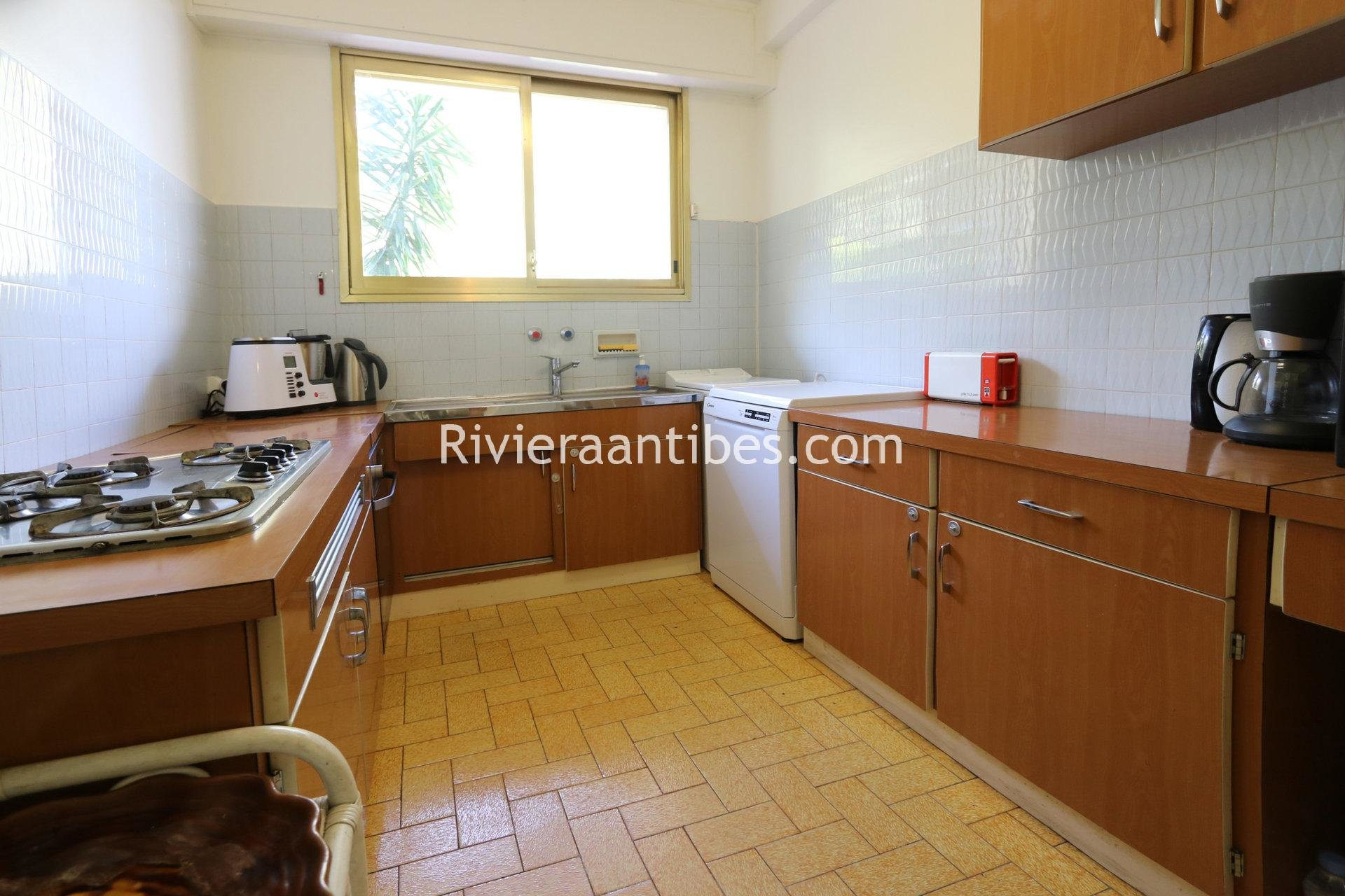 Vast 2 bedrooms with large terrace, swimming pool and garage.