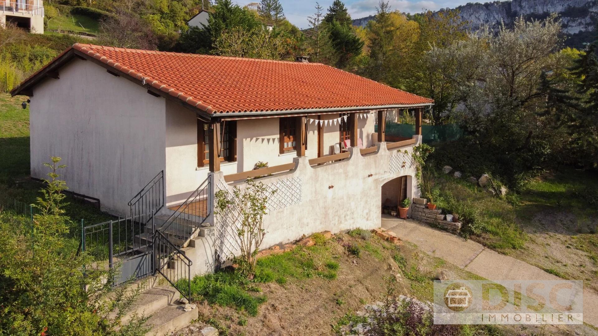 Belle maison avec vues magnifiques à quelques pas du village.
