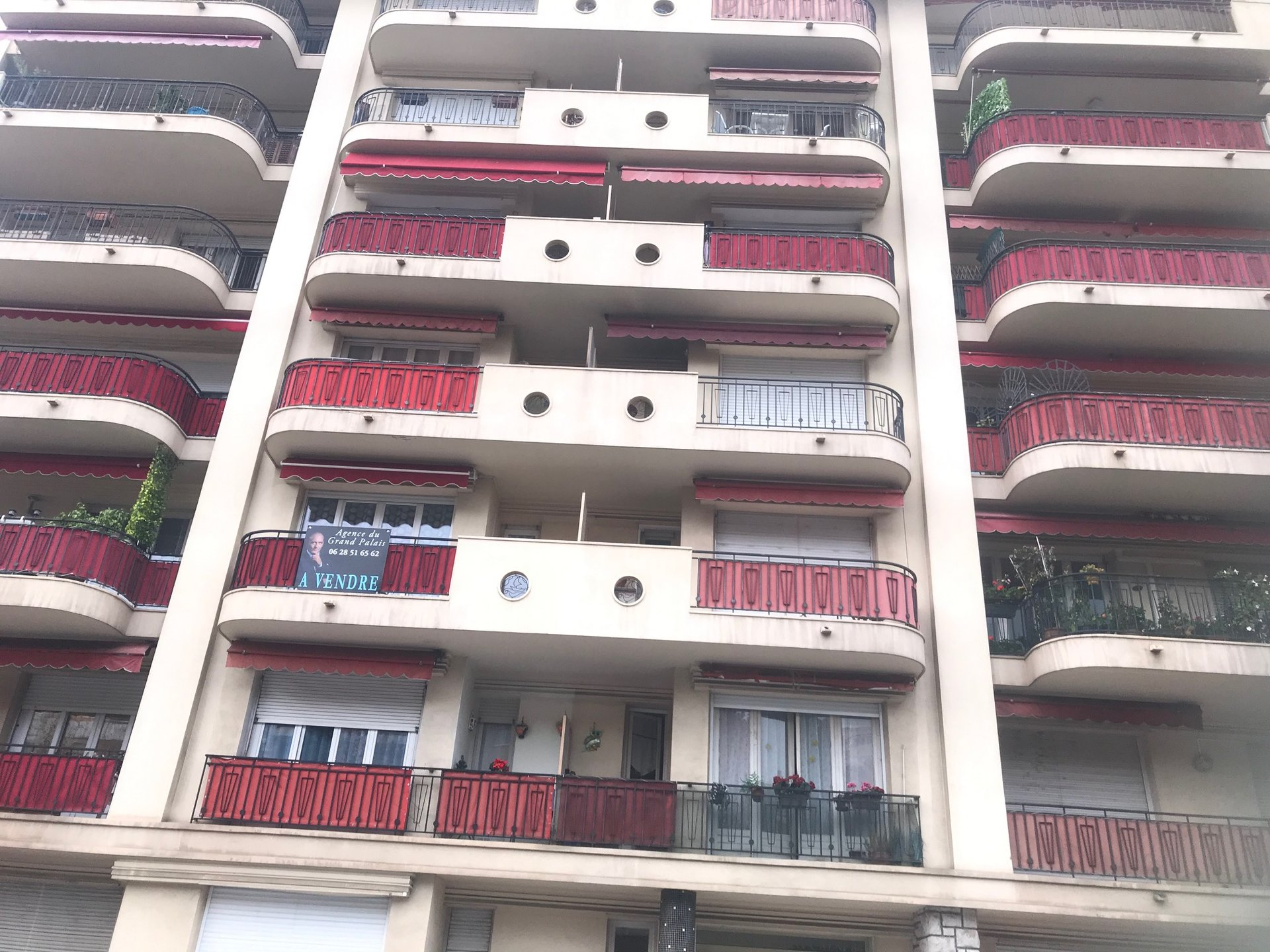 Location meublée à l'année- Borrigo- Très joli T1 avec balcon- Expo Ouest- Lumineux- Cave