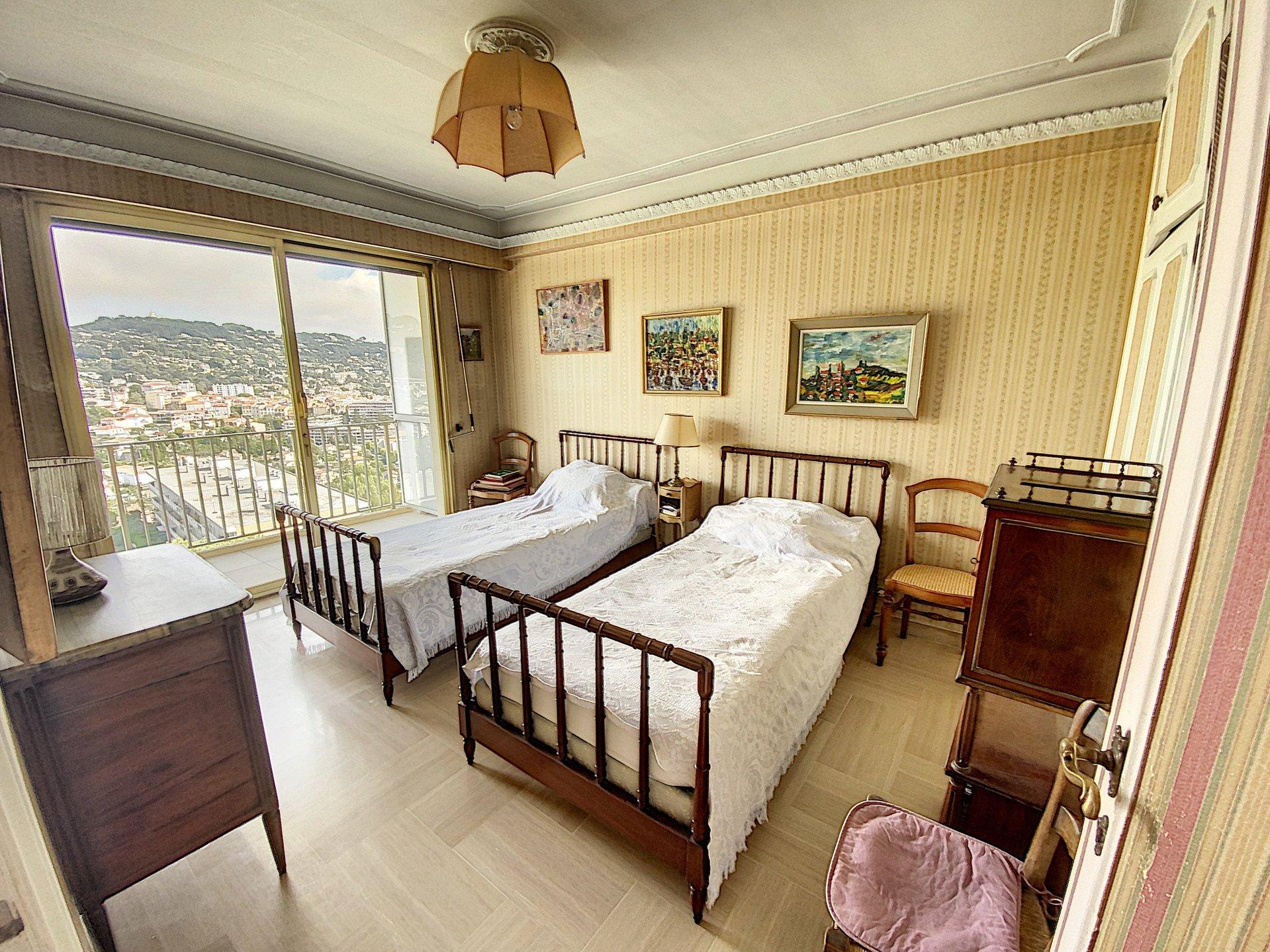 Le CANNET MontJOLI- Villa sur le toit Vue mer et massifs