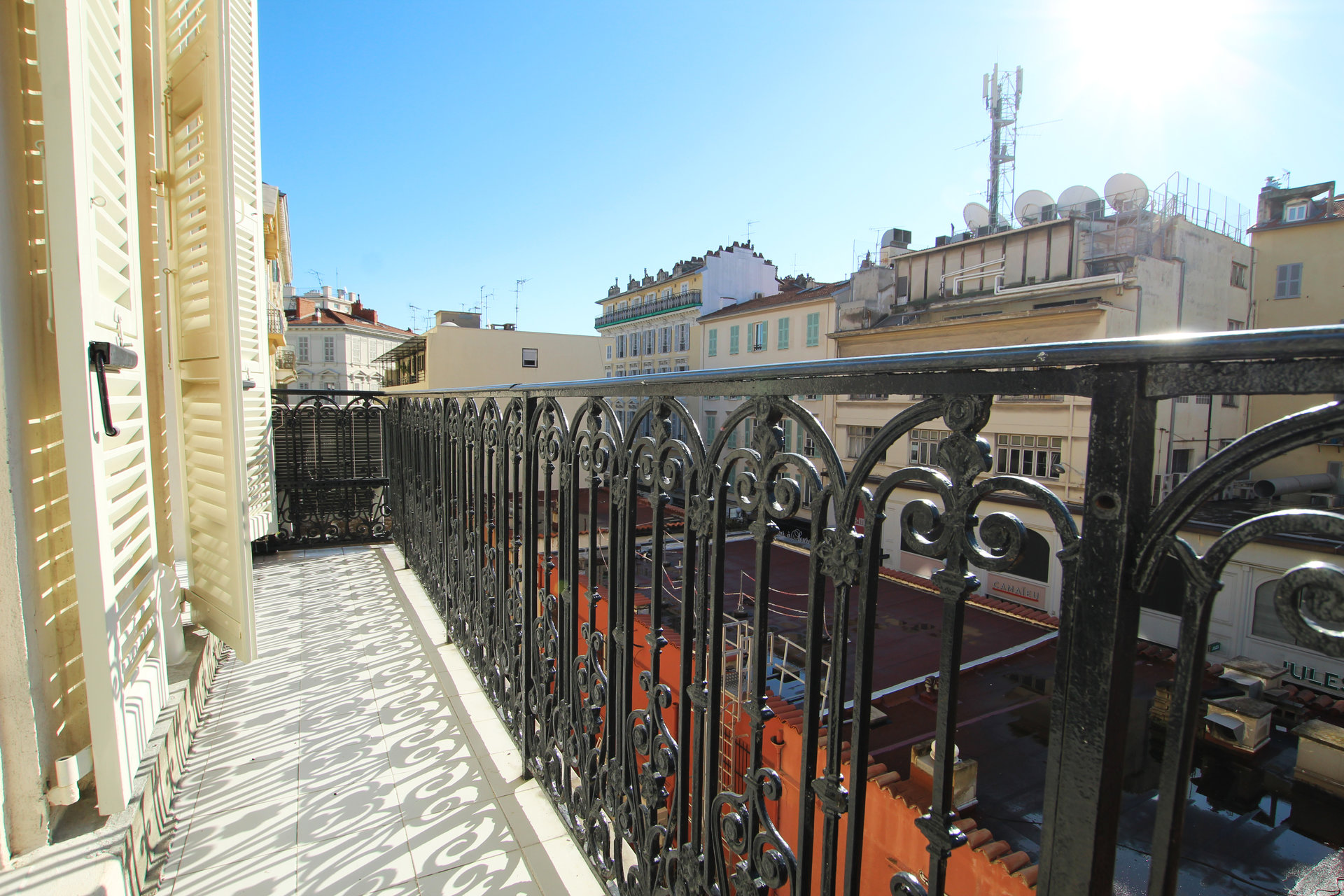 Nice Carré d'Or / Rue de la Liberté - Renovated 3 Bedroom flat with  large balcony