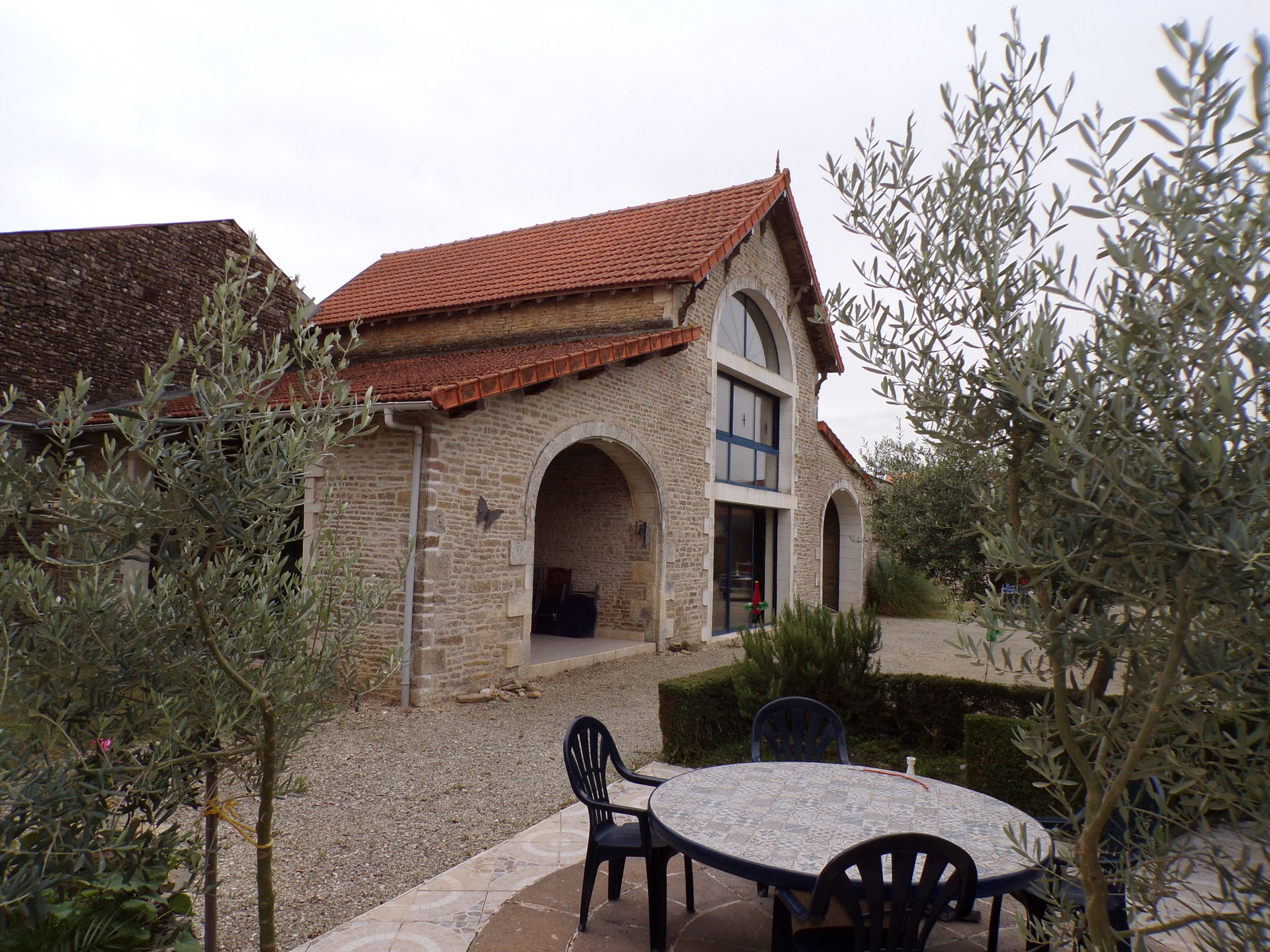 Property complex between Chef Boutonne and Villefagnan