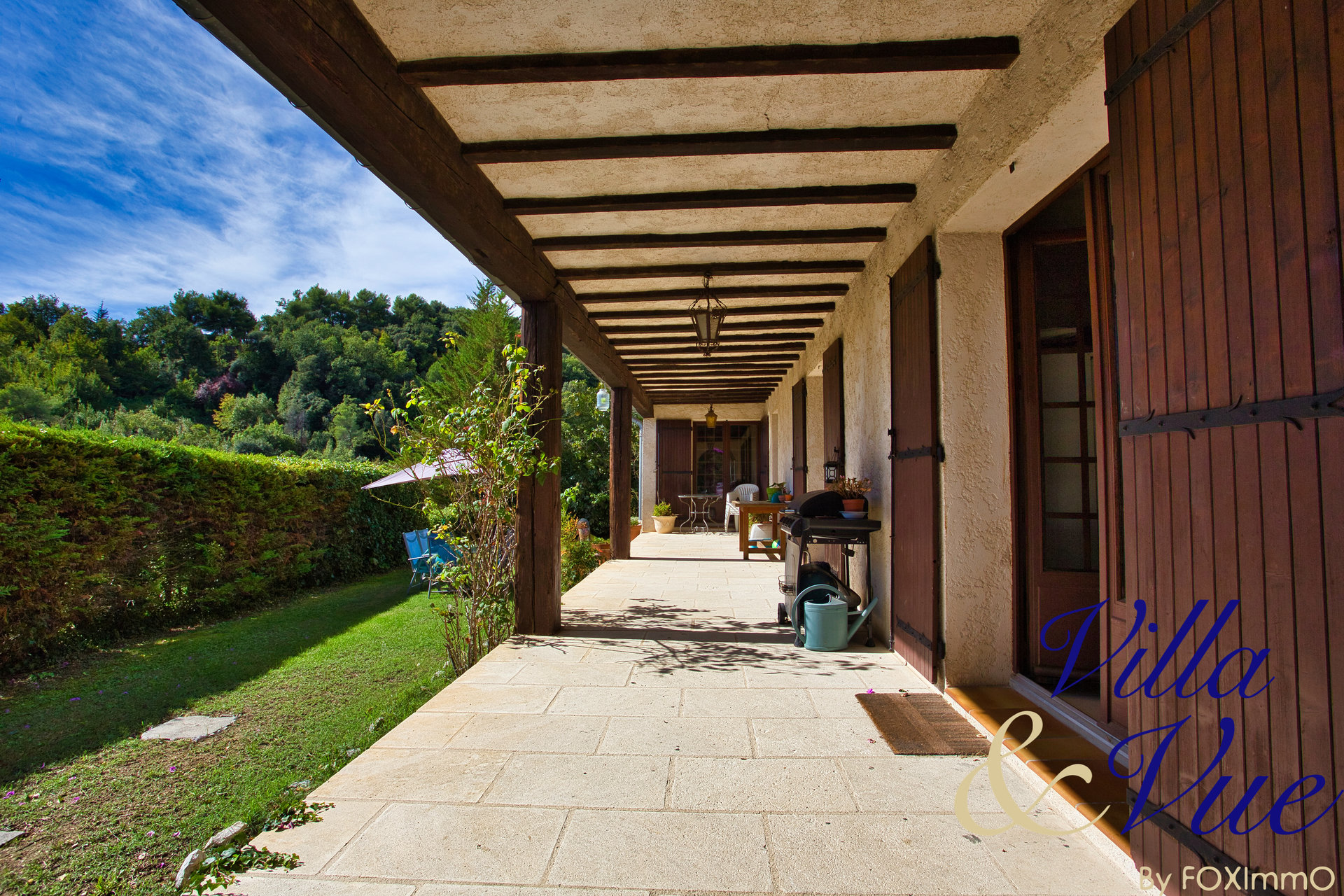 Large and beautiful building, Tourrette / limit Vence, 5 bedrooms, very good potential