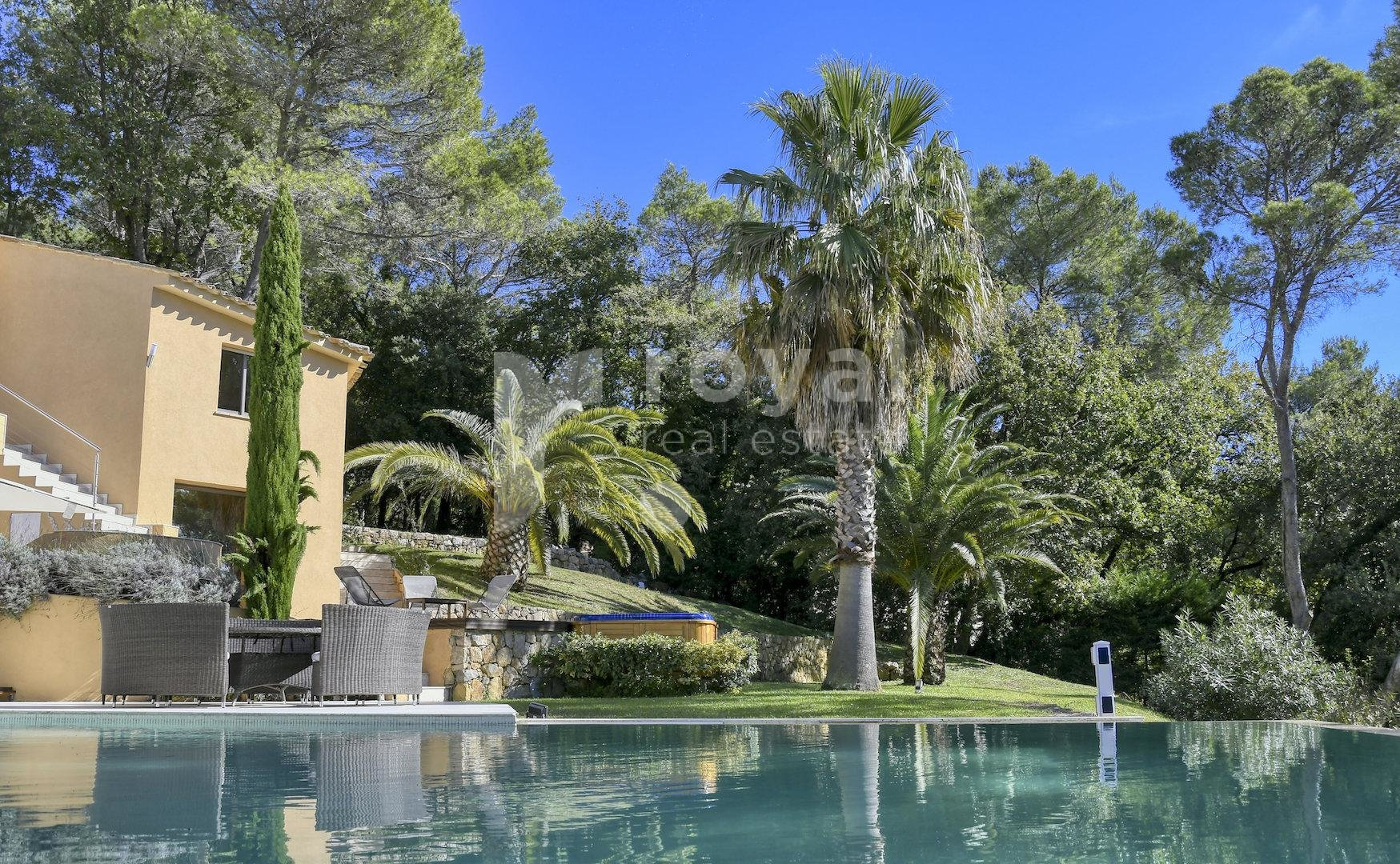 Modern villa with panoramic view for sale in Mougins