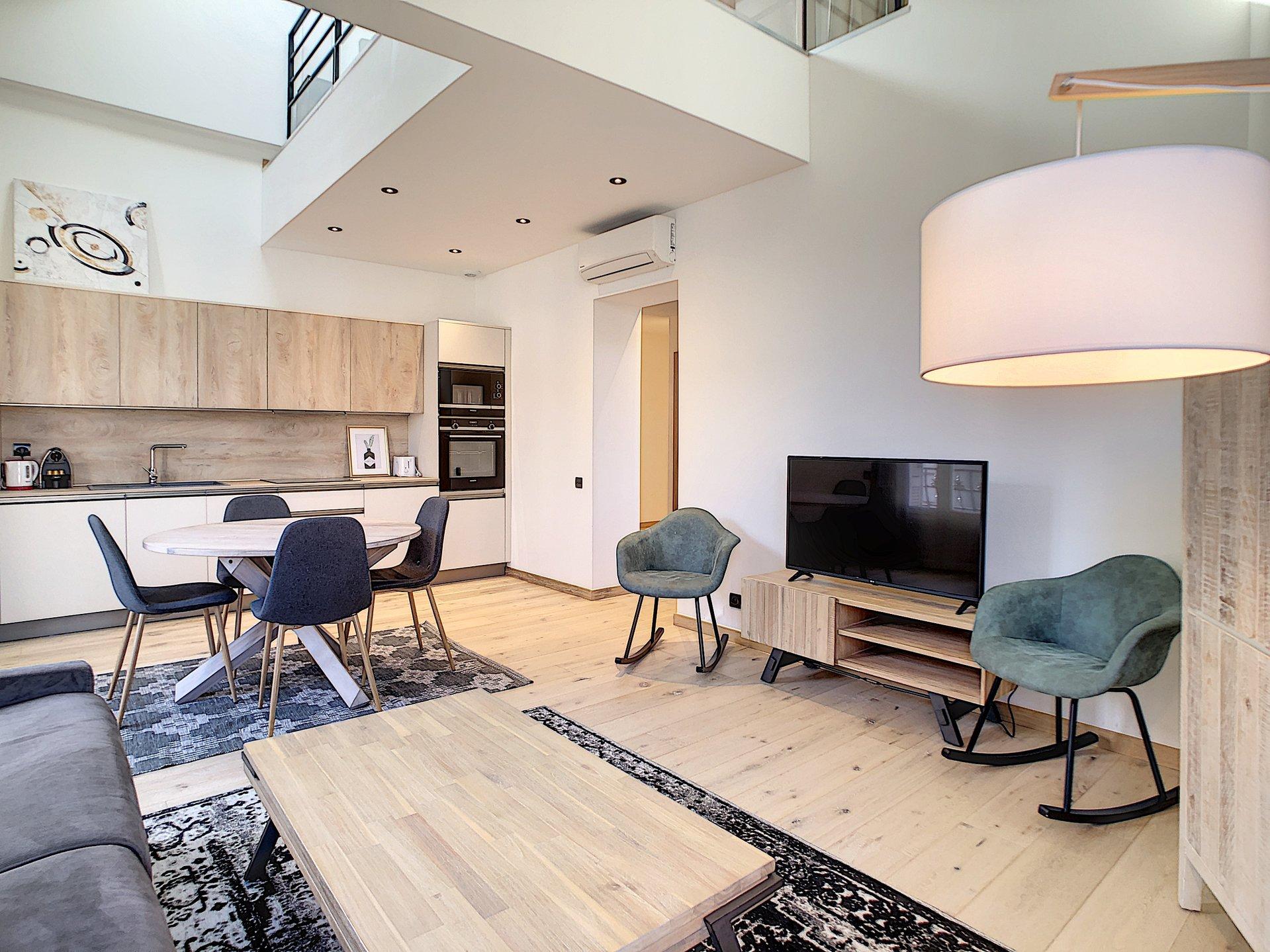 Beautiful, bright apartment in 20th century villa, terrace, centre of Cannes