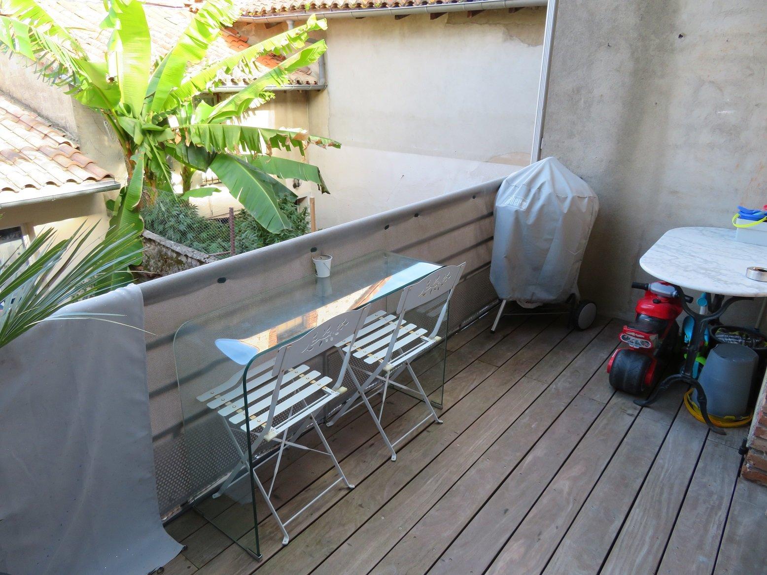 Grenade, T3 duplex de 92 m² avec terrasse.