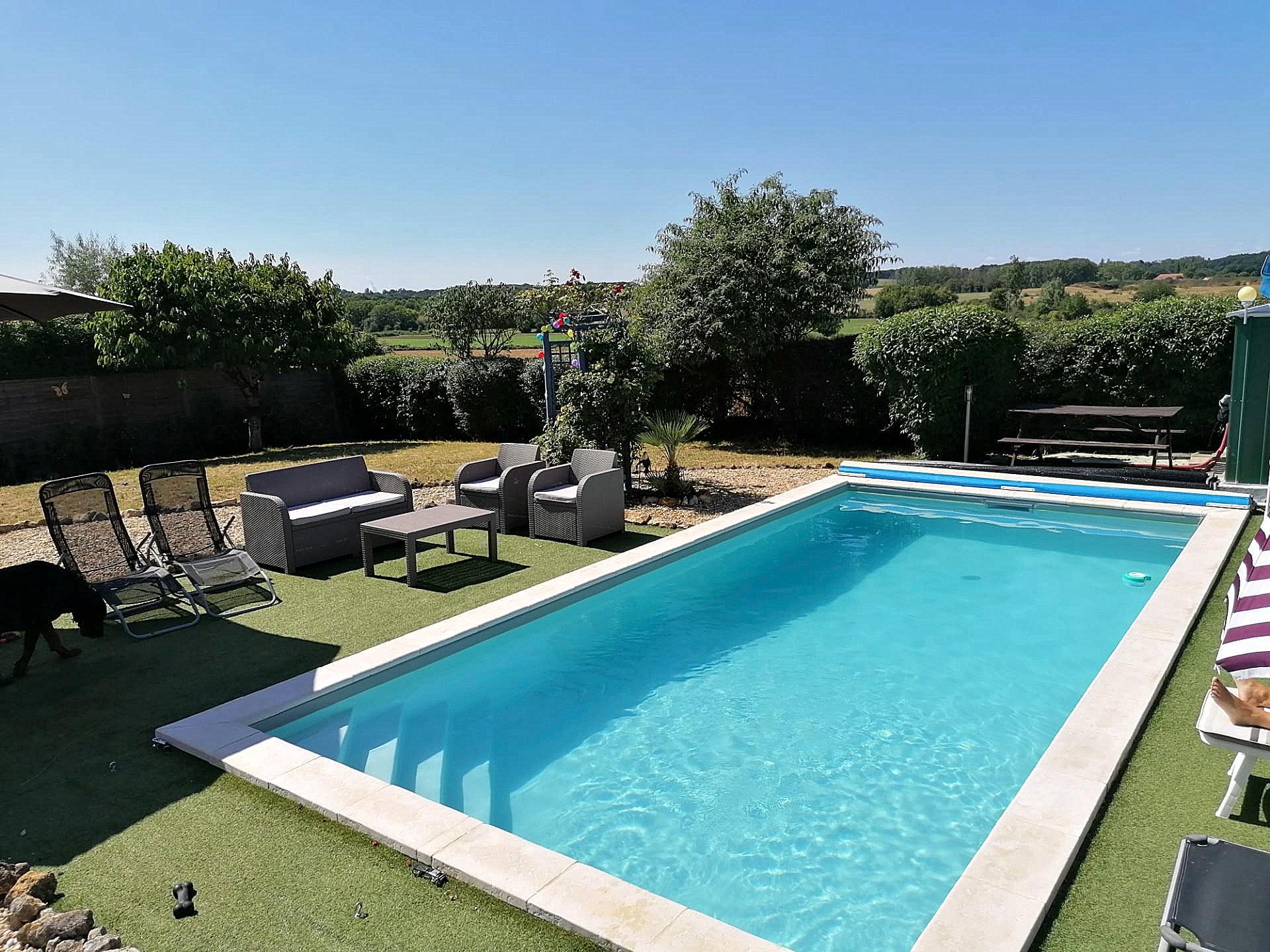 Bungalow met zwembad te koop bij Montmorillon, Vienne 86