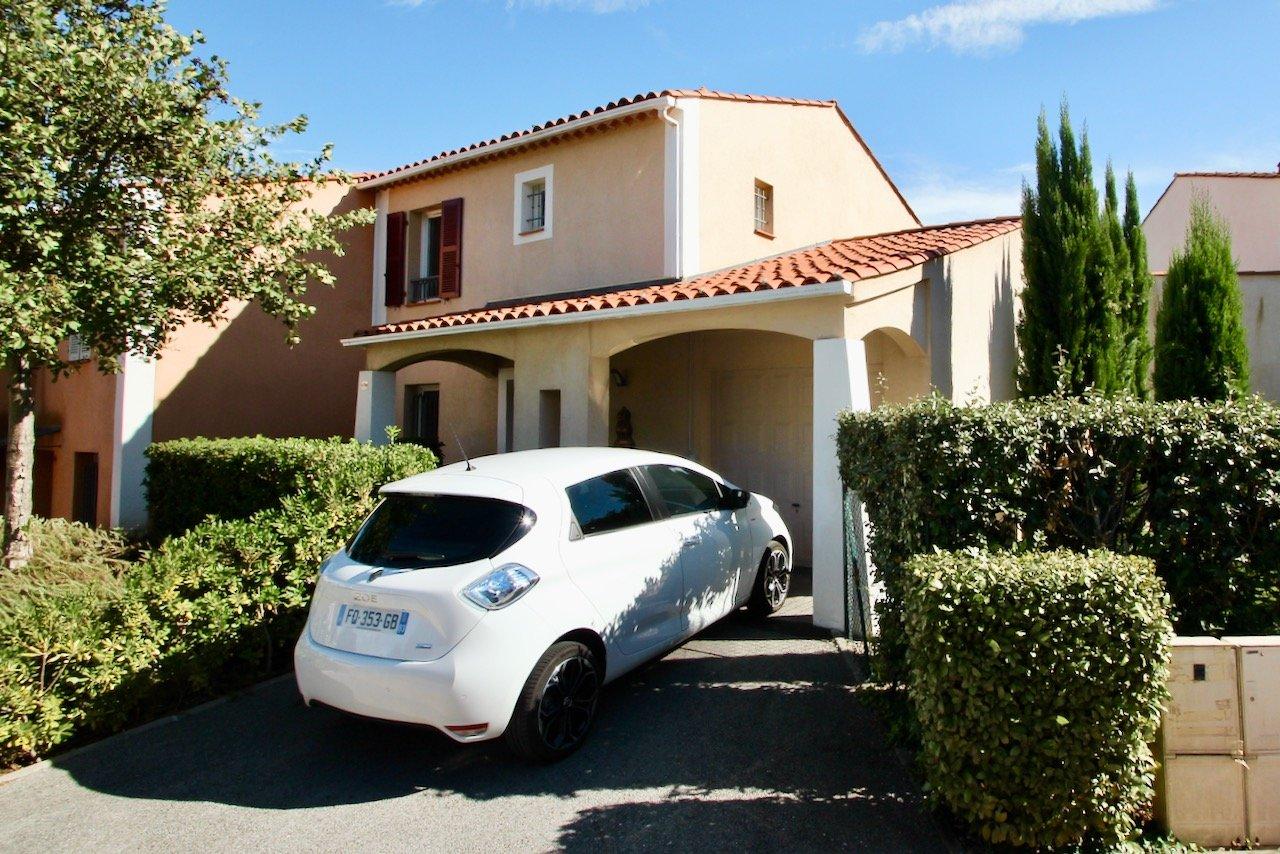 Roquebrune-sur-Argens - Villa, 6 kamers met diepe tuin + jacuzzi in een luxe domein