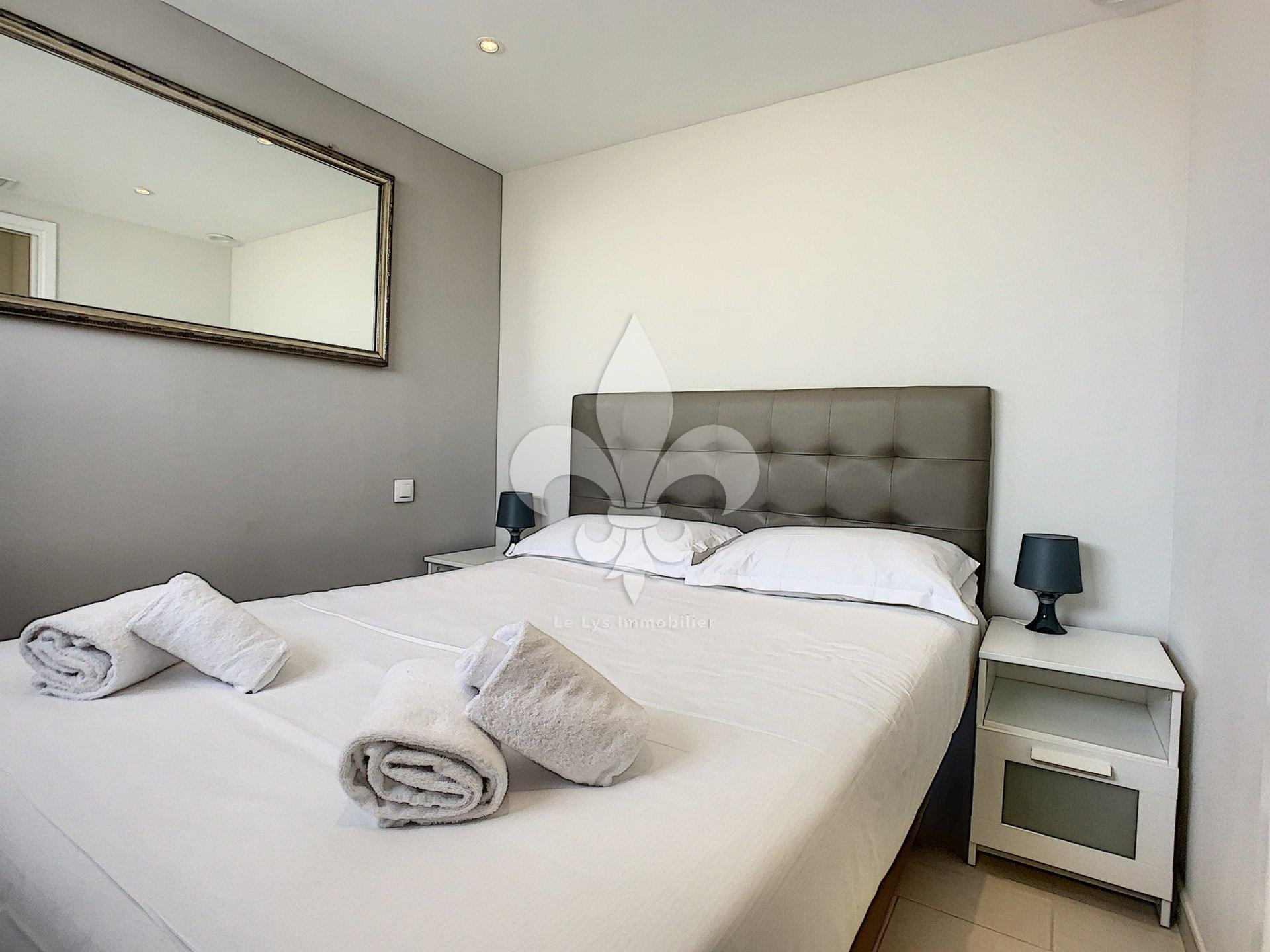 Cannes - Banane : 2 rooms with balcony on high floor