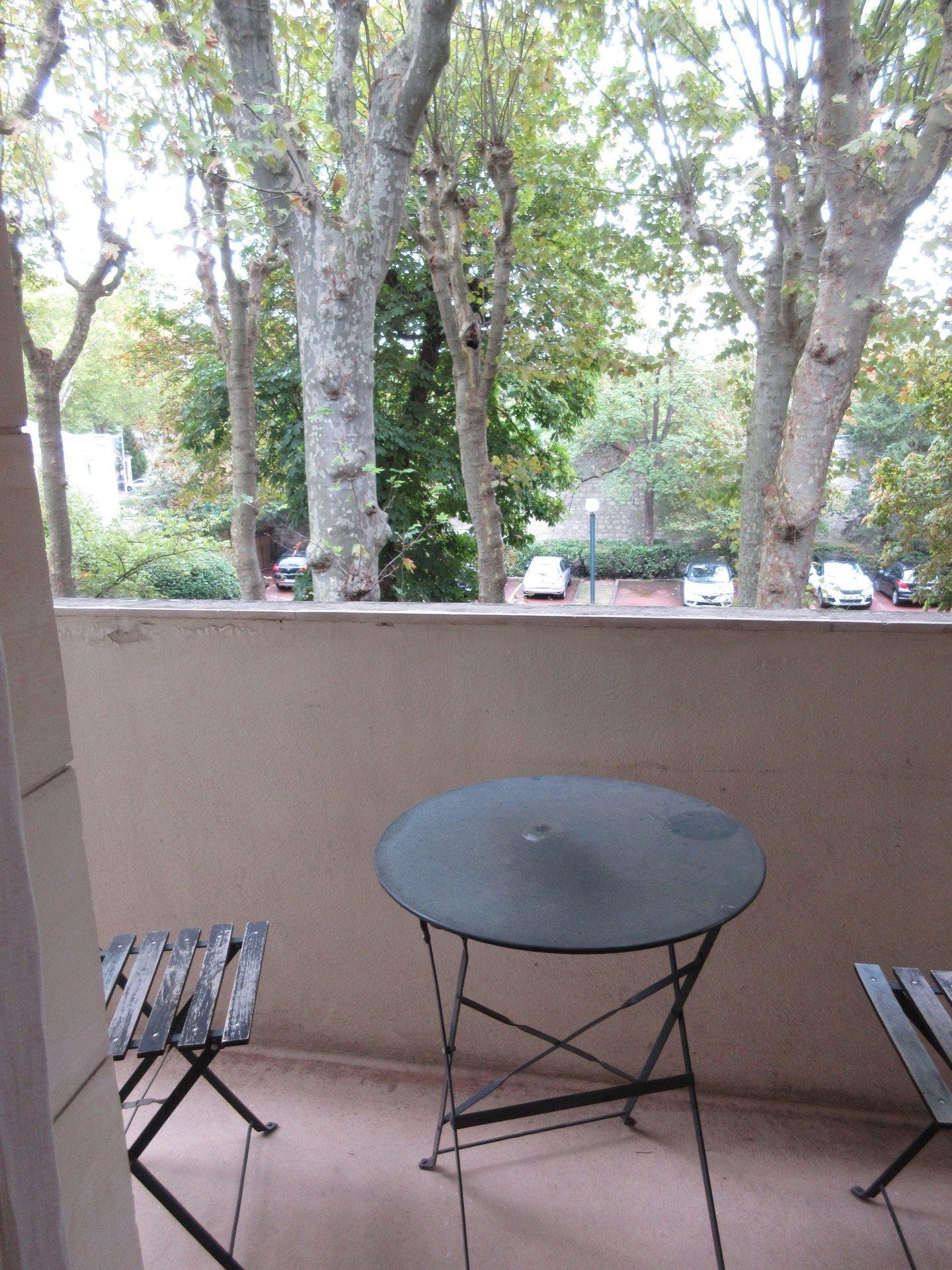 Résidence les Platanes, studio meublé avec balcon à louer.