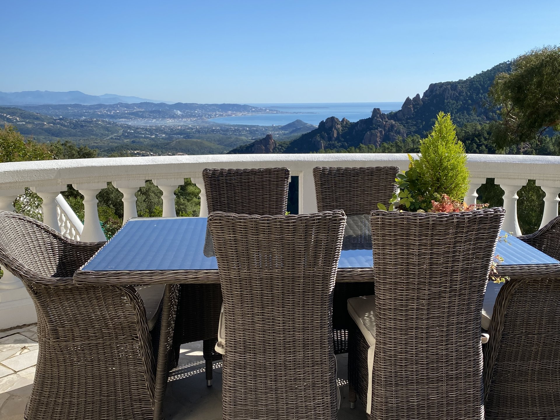 AMAZING VIEW OVER THE SEA AND ESTEREL!