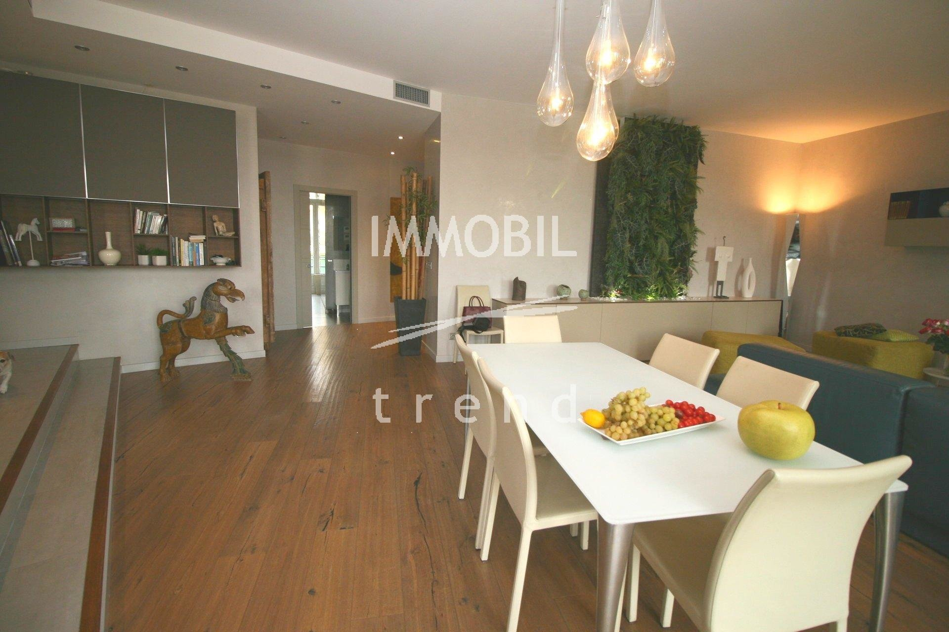 Real estate Menton - For sale, big apartment inside a prestigious building situated in the town centre