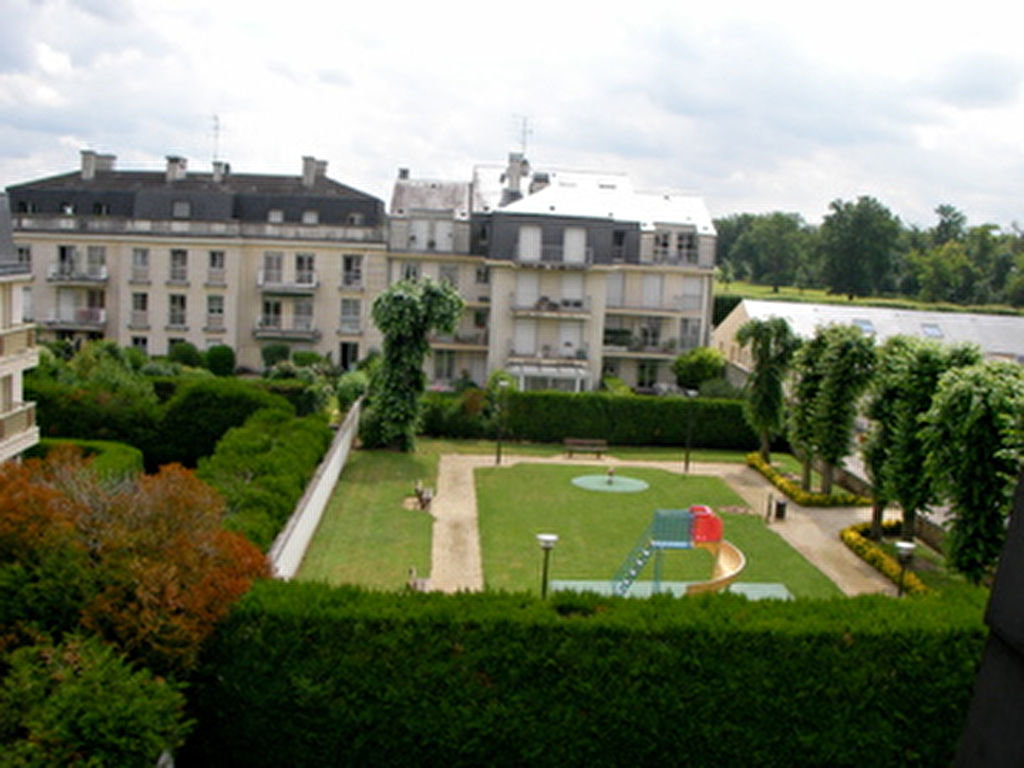 APPARTEMENT CHANTILLY 1350 €