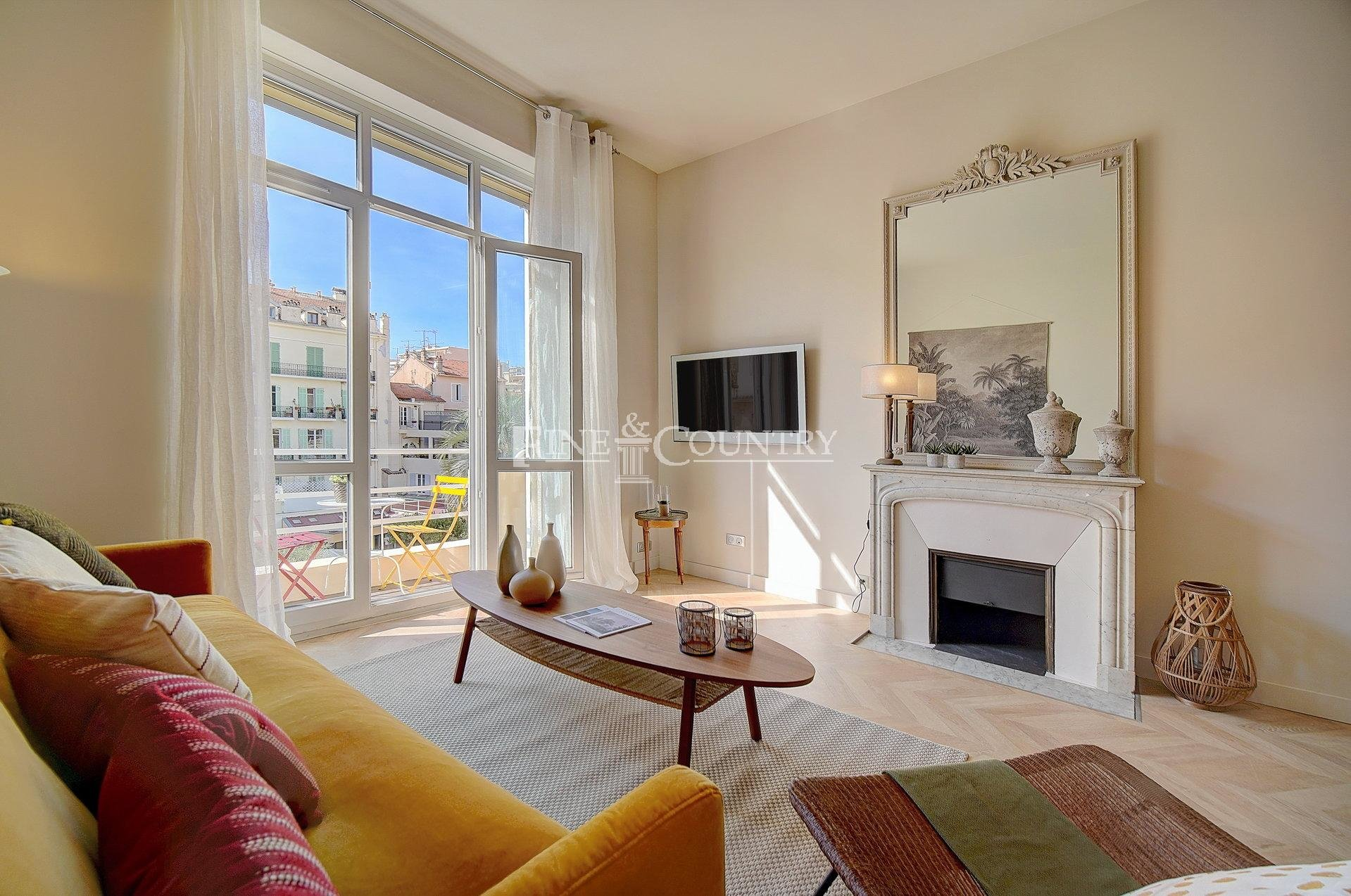 Bourgeois apartment for sale in the Banane, Cannes