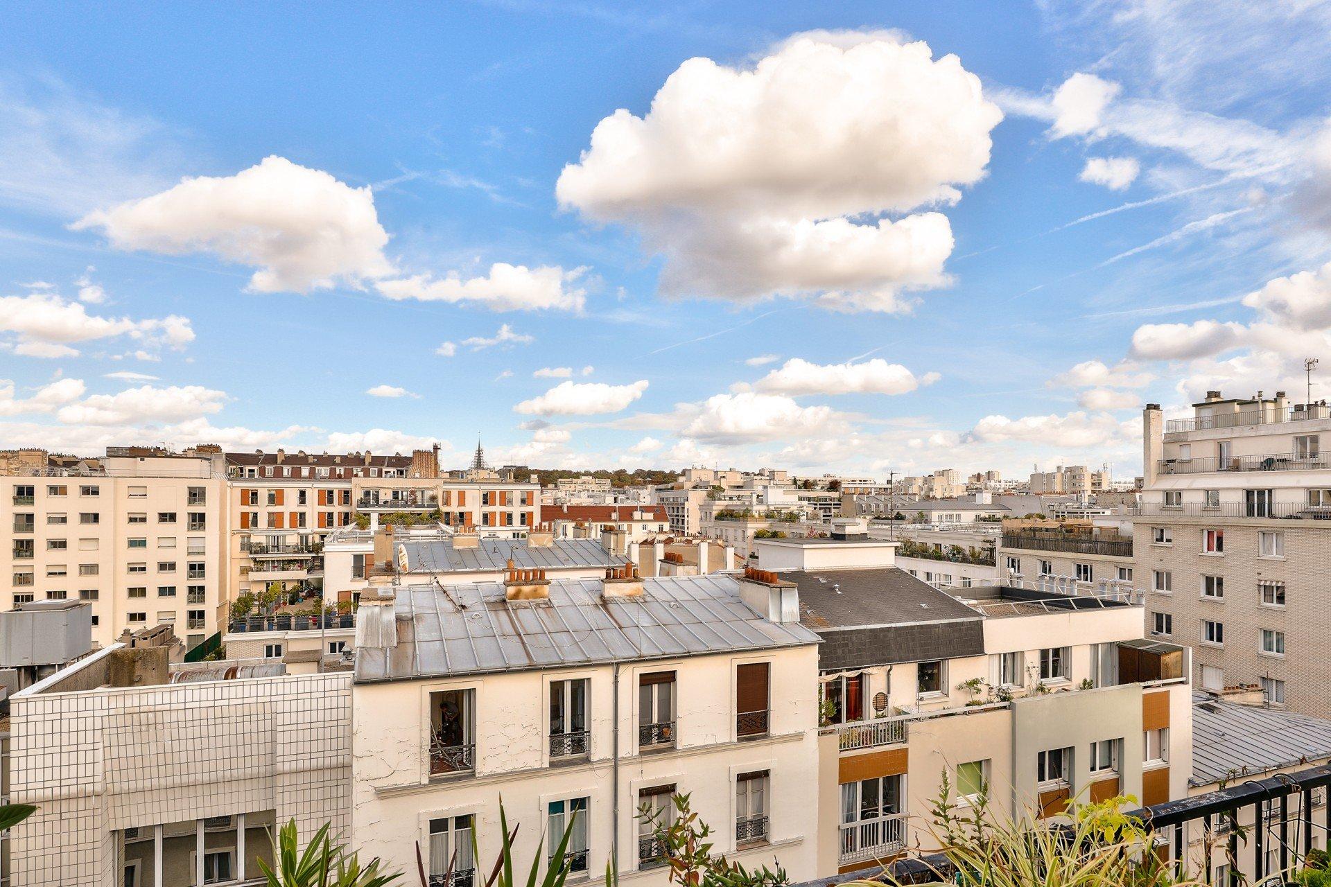 Paris - XI ème - ENTRE LES SQUARES DE LA GARDETTE ET DE LA ROQUETTE - M° Voltaire - 2 Pièces - TRAVERSANT - TERRASSE - DERNIER ÉTAGE ASCENSEUR - AUCUN VIS-À-VIS - VUE CIEL ET TOITS - SOLEIL .