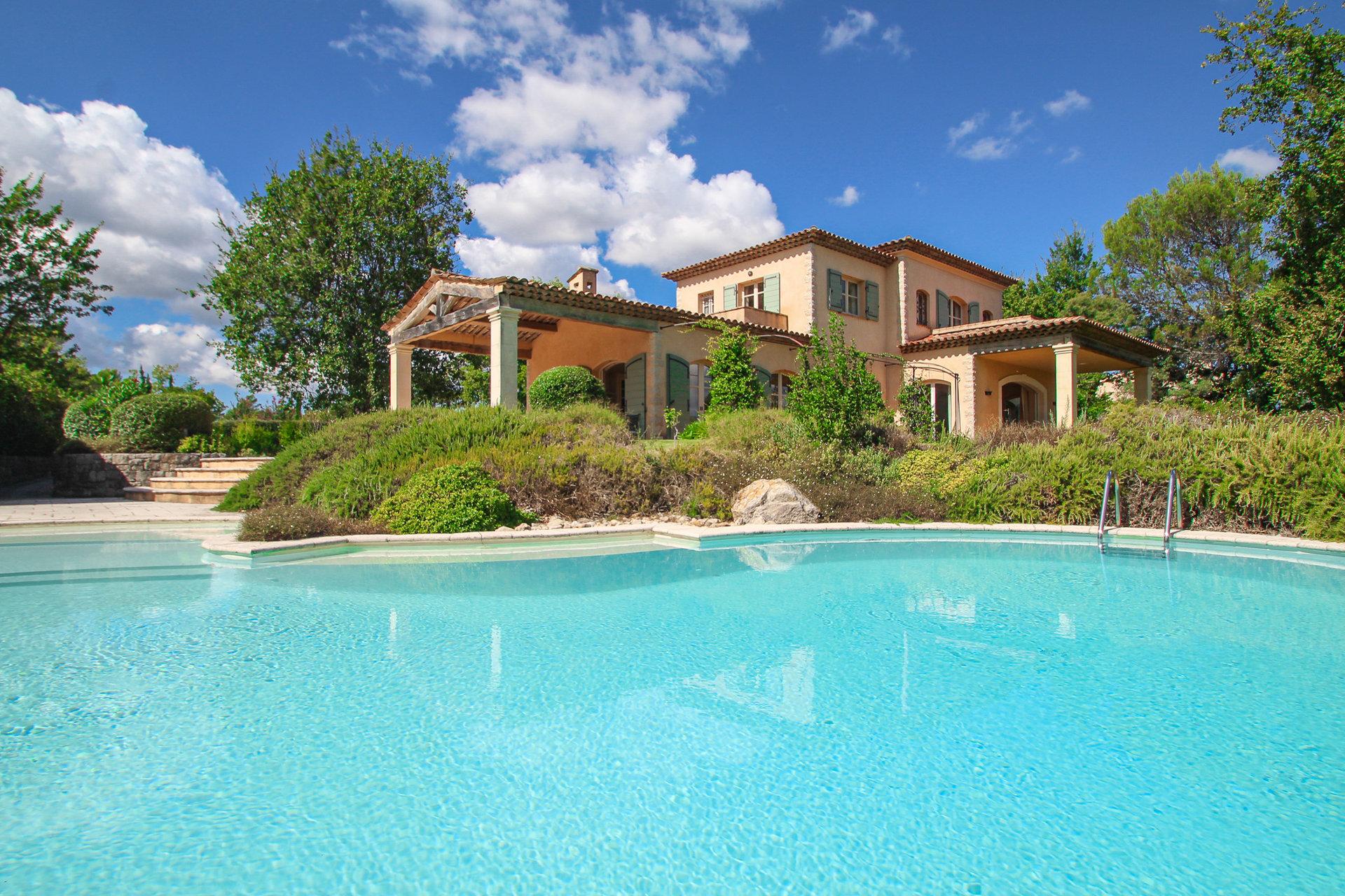 Prestigieuze villa in een beveiligd en luxueus golfdomein