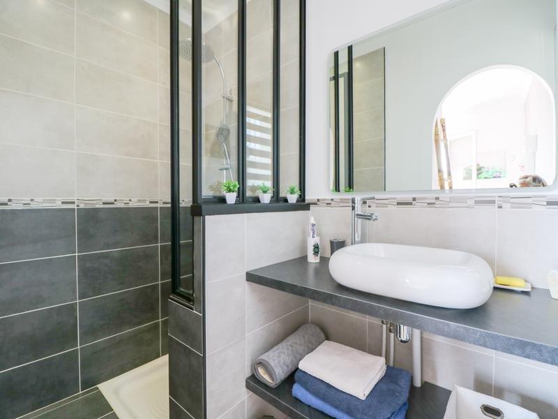 A Vendre à Saint-Vallier-De-Thiey -  Maison d'une superficie de 170 m² avec piscine comprenant T2