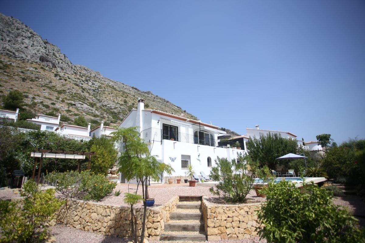 Luxurious detached modern villa