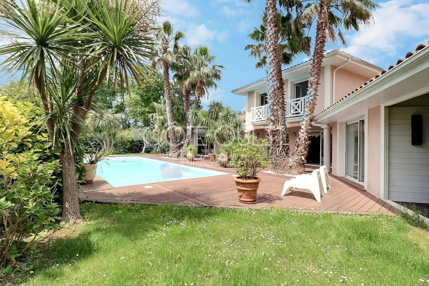 BIARRITZ - A RECENT PROPERTY IN A PRIVILEGED ENVIRONMENT