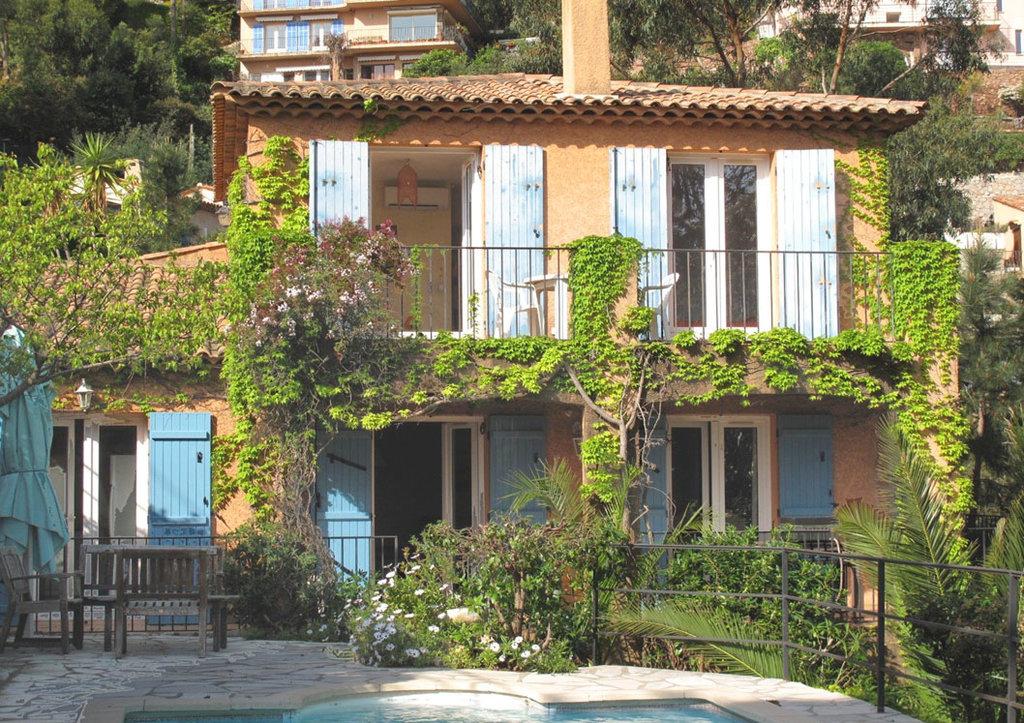 Provenzalische Villa am Fuß des Landschaftschutzgebiets