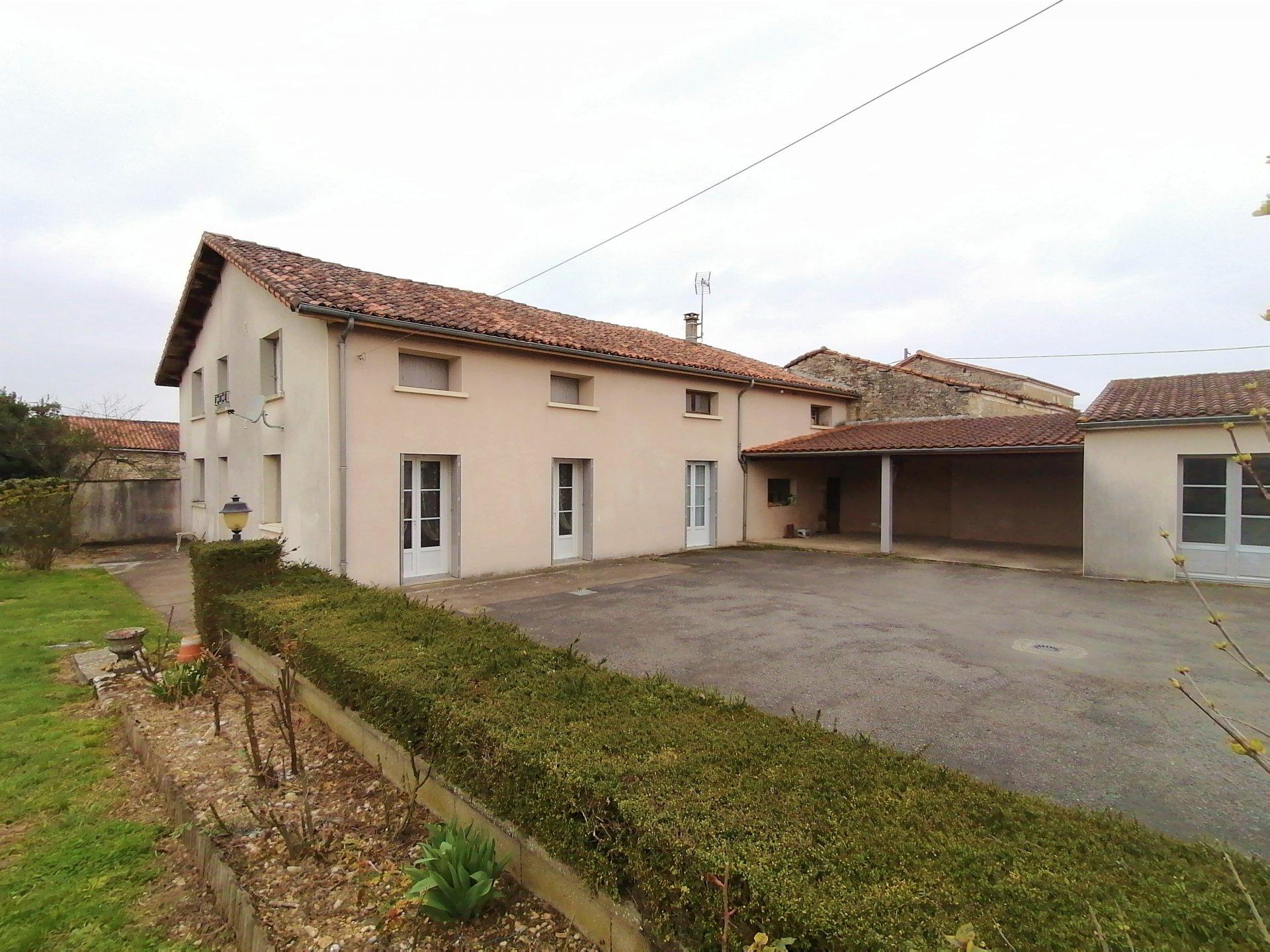 Maison de village secteur Aunac