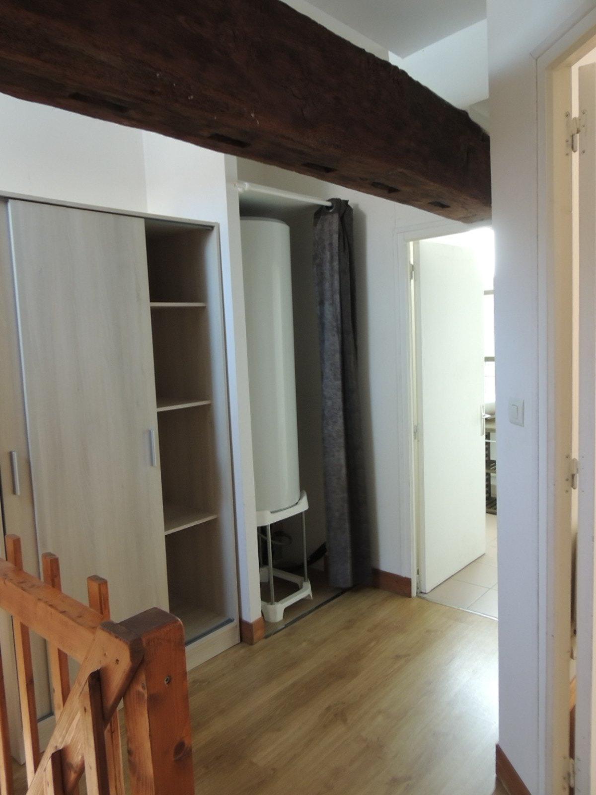 Longère divisée en 3 appartements idéal investisseurs.