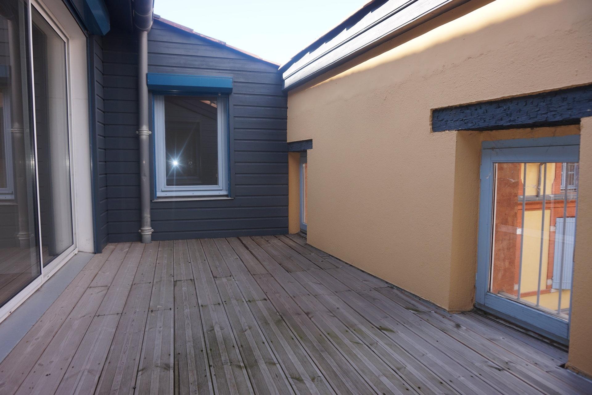 T4  + asc + terrasse  + park   ST ANTOINE DU T