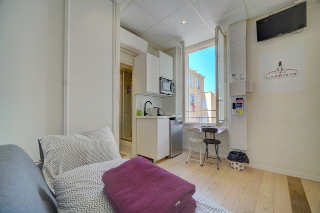 Lot of 4 studios 20 meters from the rue d'Antibes, rental profitability assured