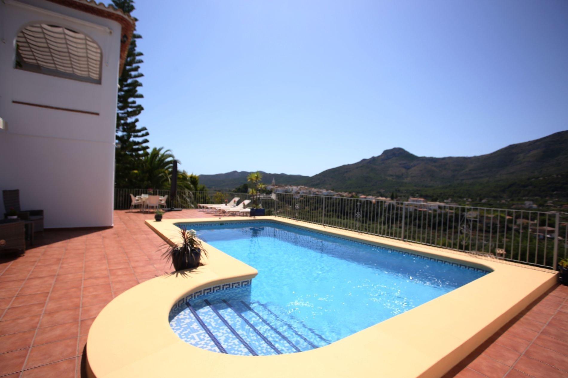 South facing villa with spectacular views