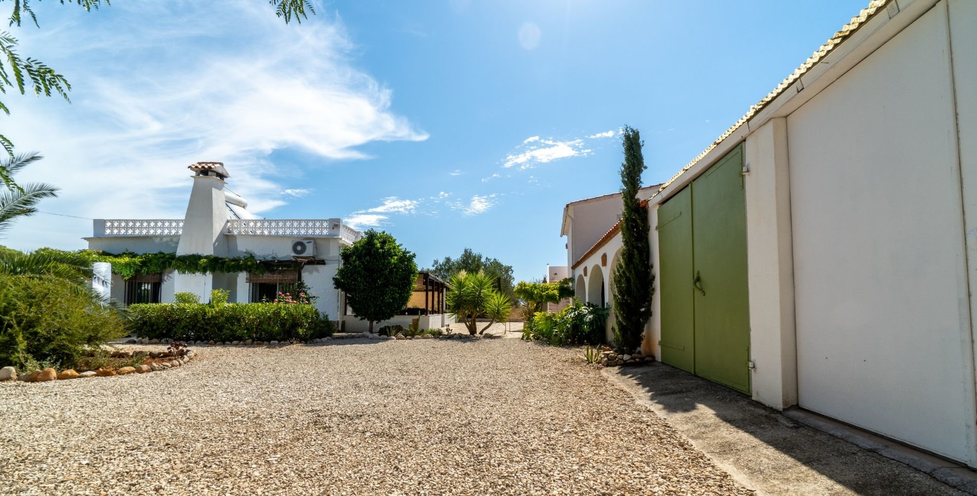 Charming villa on a very private south west facing plot