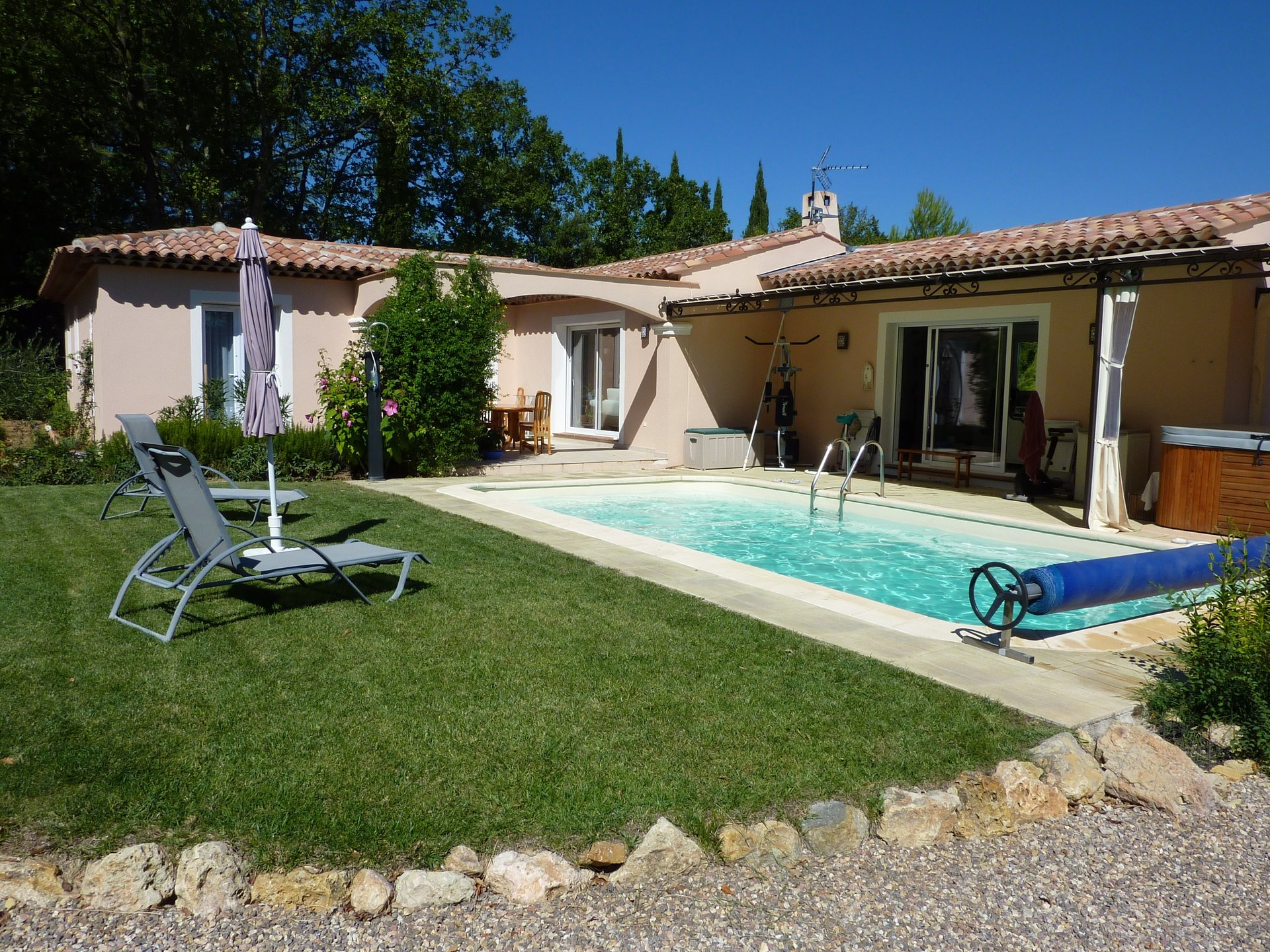 Single storey villa with pool in a mint condition, calme area