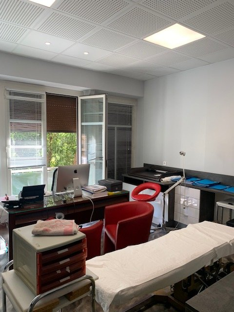 LOCATION LOCAUX PROFESSIONS LIBERALES OU MEDICALES- Plein centre de Menton-