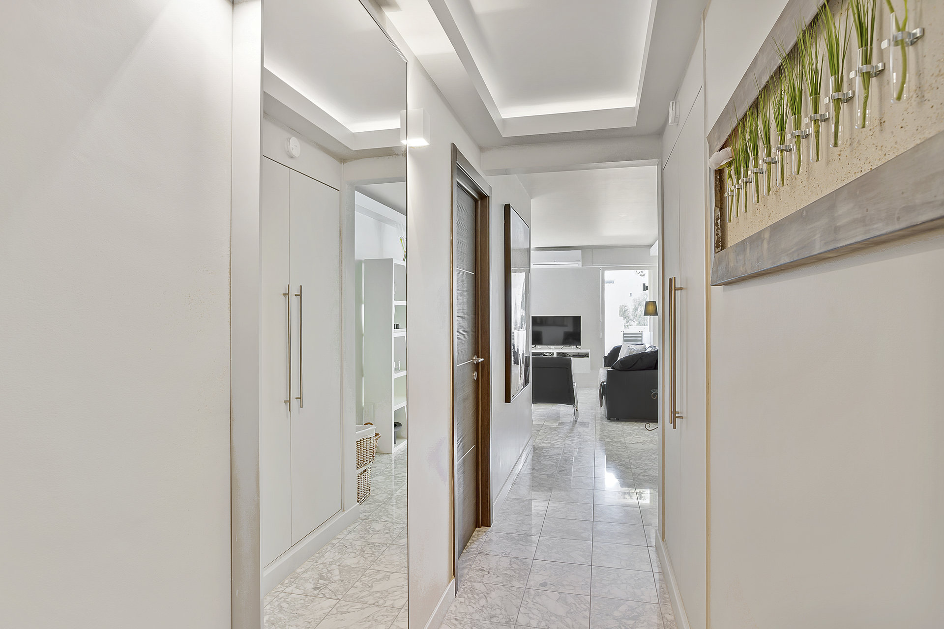 2 bed renovated apt in a prestigious residence on the famous Croisette in Cannes