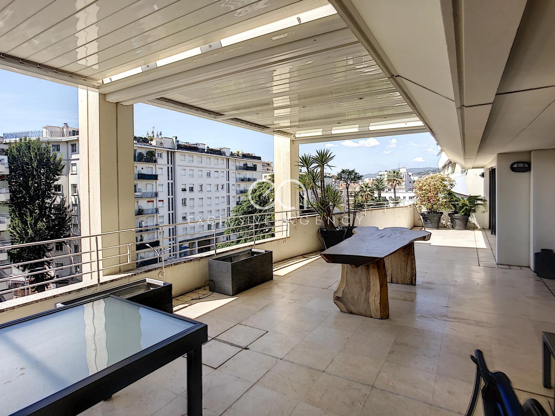A LOUER MOIS CANNES CENTRE RUE D'ANTIBES appartement 6 pièces 250m² avec large terrasse 60m²