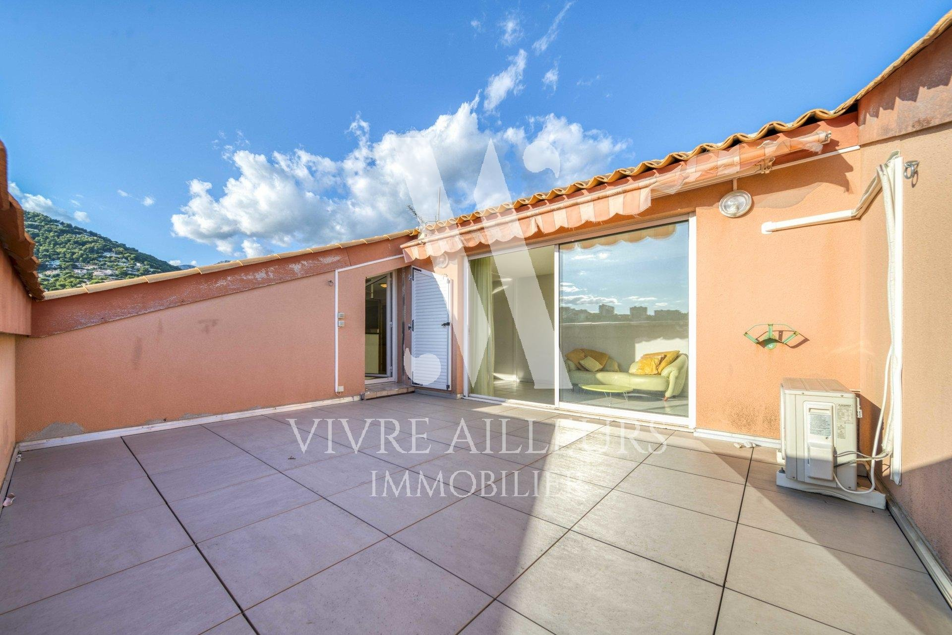 Roquebrune Cap Martin - top floor 3 rooms 83 m2 terrace 20 m2