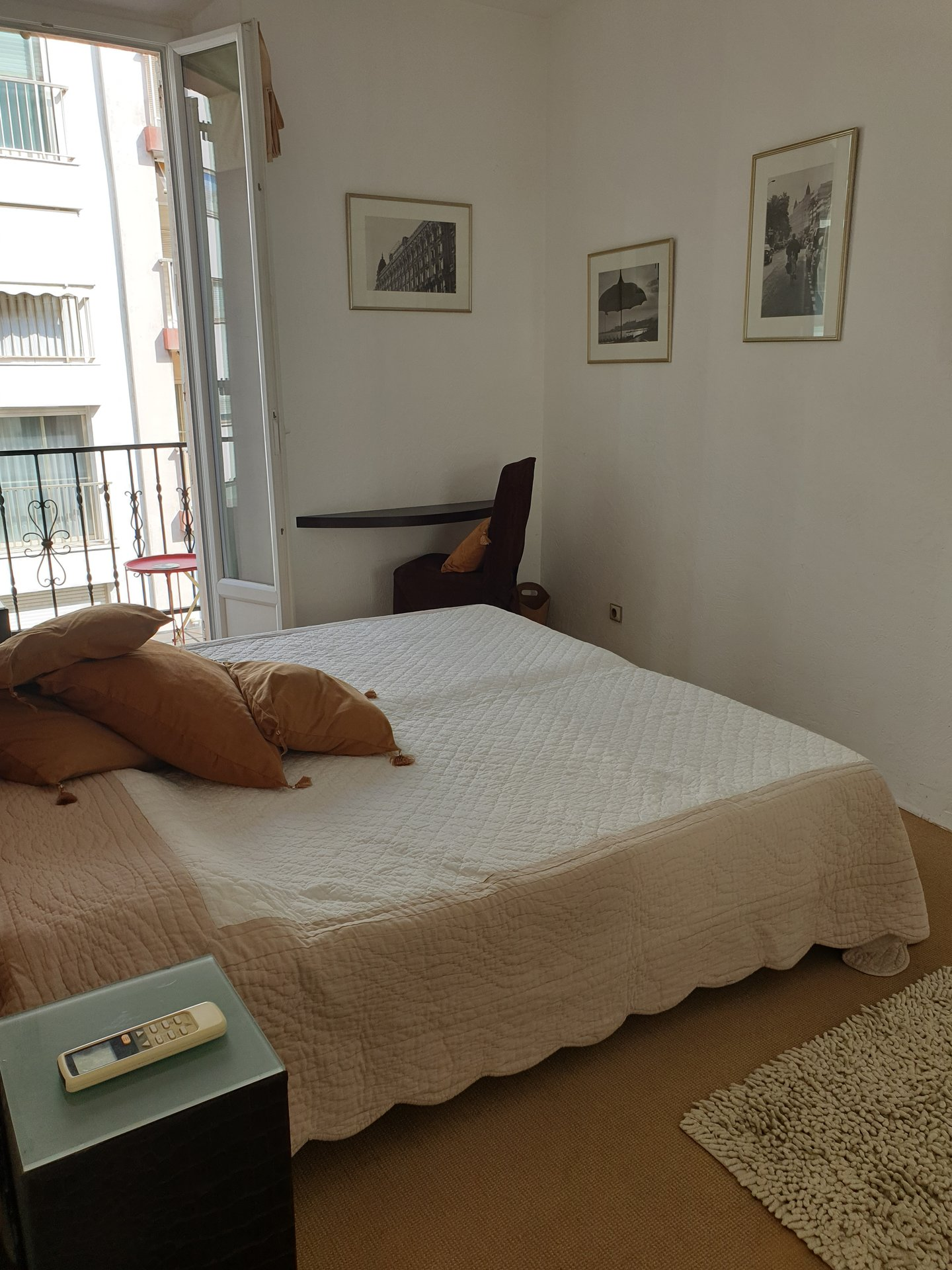 CANNES BANANE: Spacious 2 bed apartment close to the Palais des Festivals