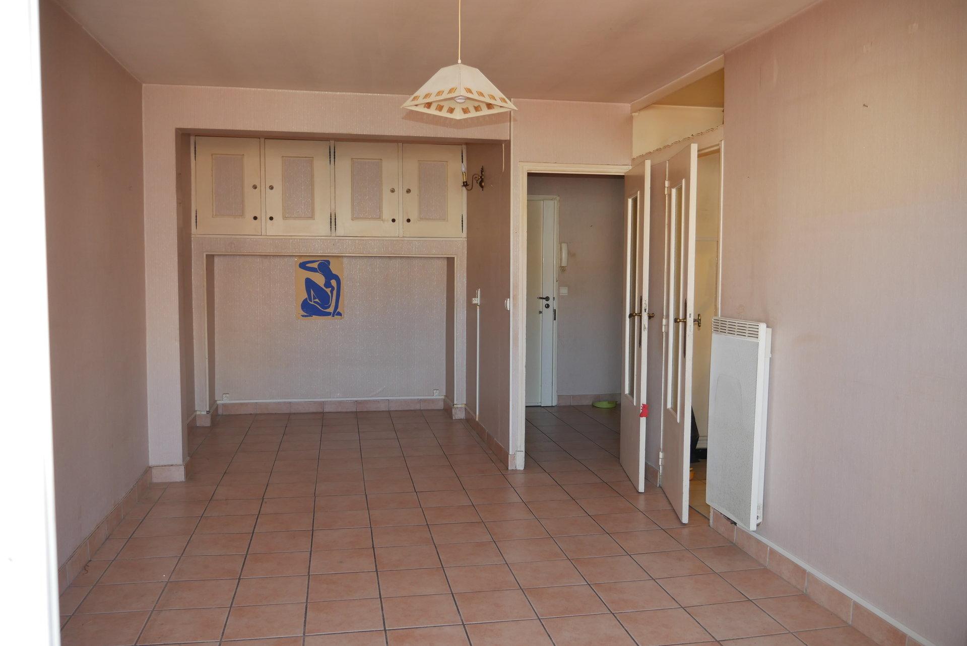 SAINT-RAPHAEL centre-F2 a rénover
