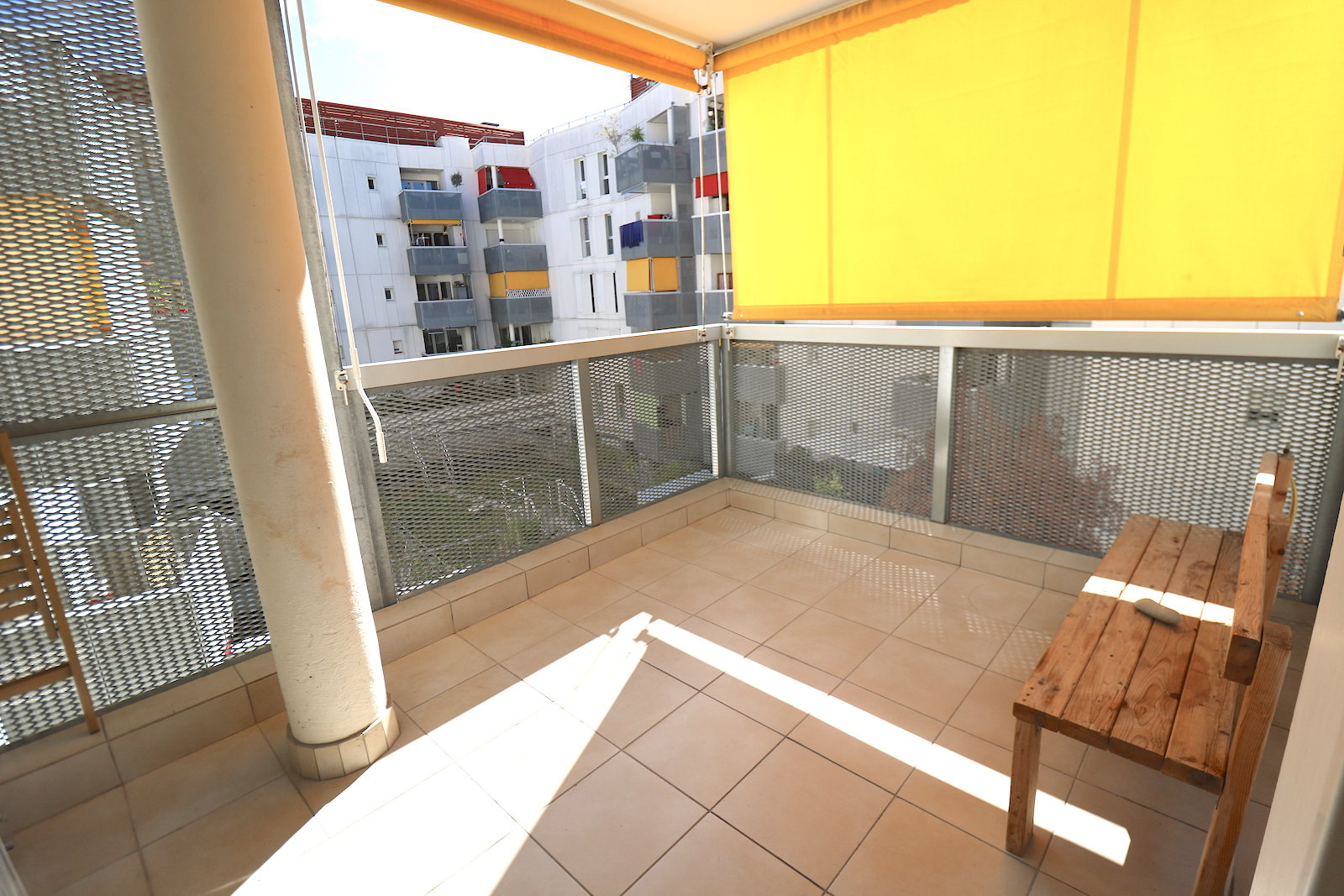 Nice 3 room apartment with terrace, box and cellar.