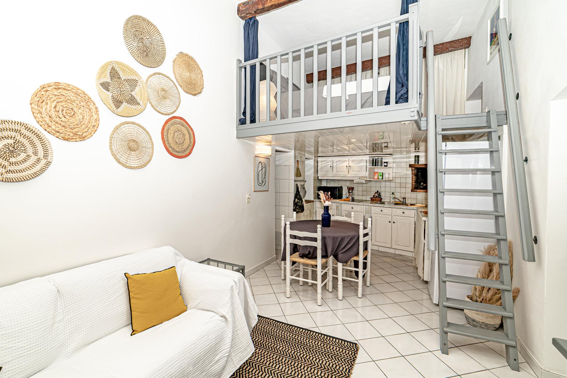 3 rooms + mezzanine / Vieux-Nice
