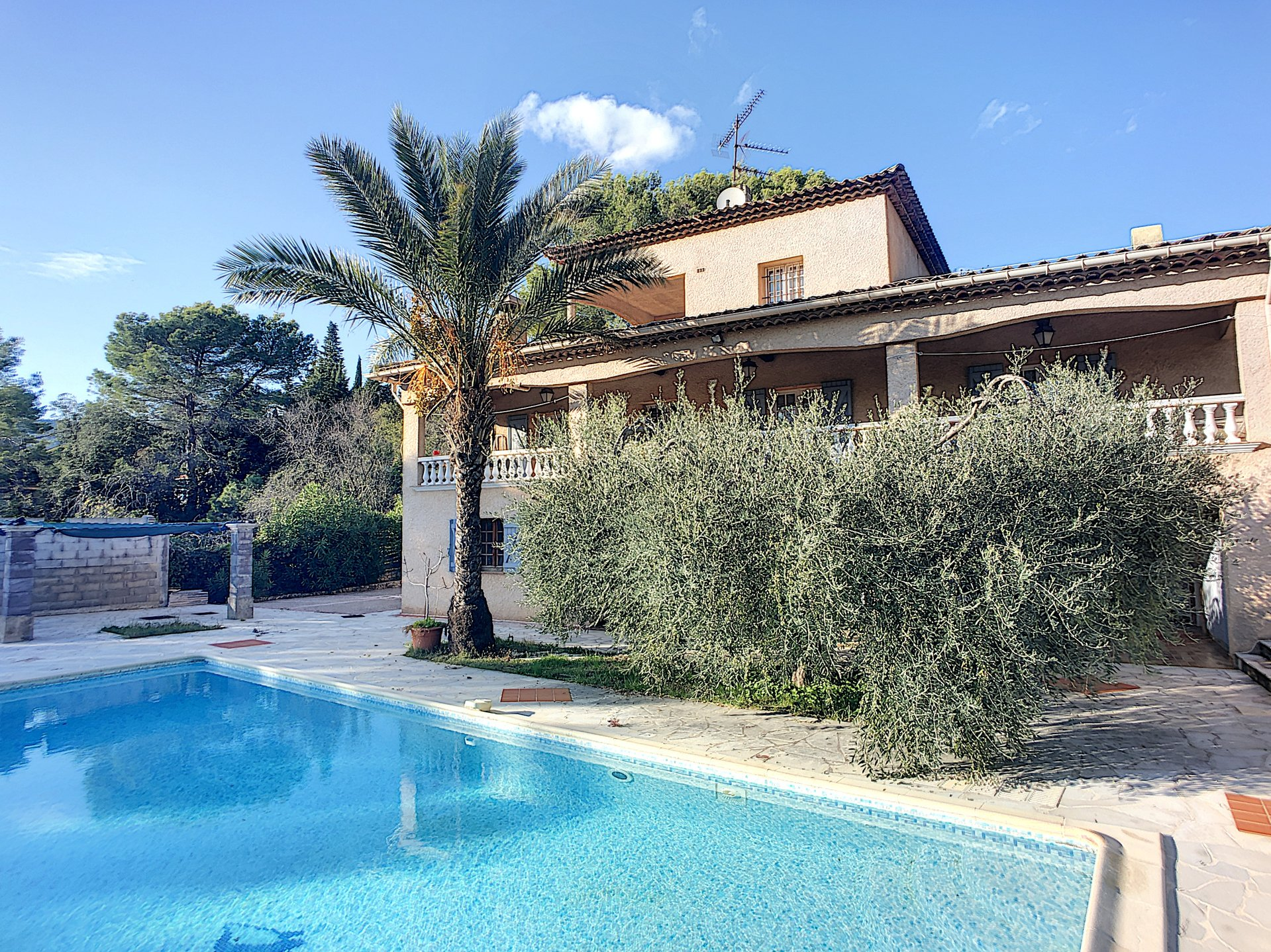 Peymeinade Villa of 315 Sqm ideal for families, guest rooms.