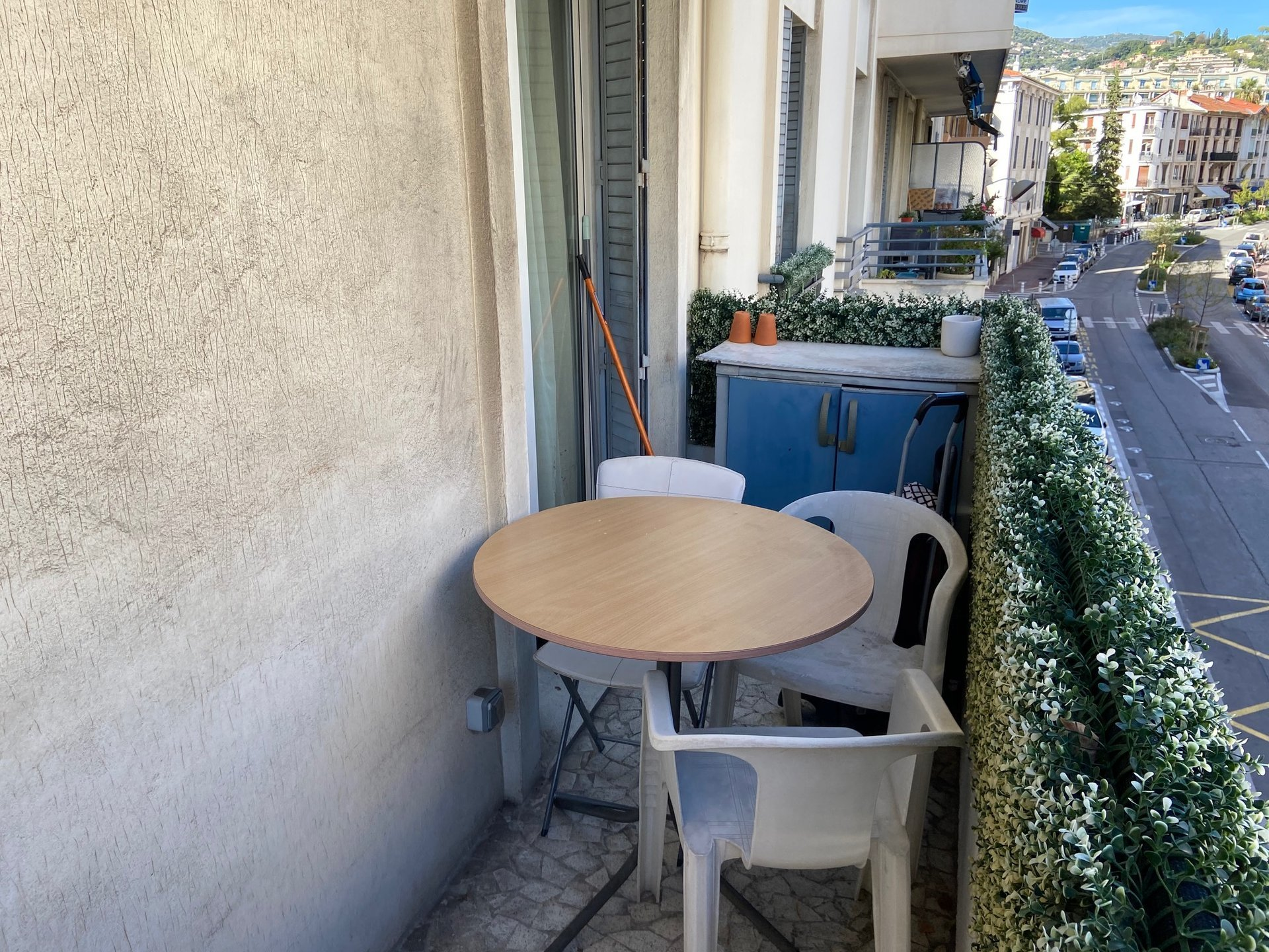 VALROSE : 3 PIECES - BON ETAT - GRAND BALCON - PARKING COLLECTIF
