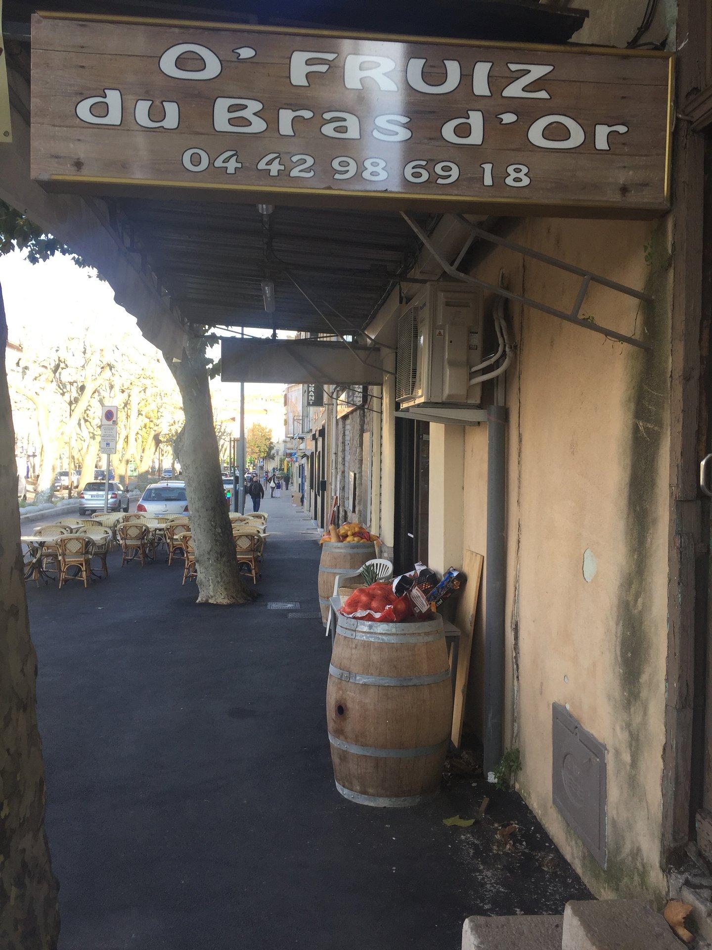 Local commercial tous commerces sauf bar