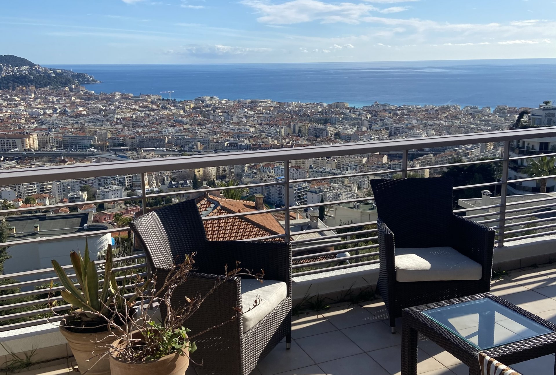 3-bed apartment, terraces, panoramic views, pool, double garage in Nice