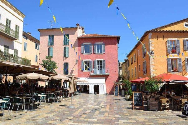 Exceptional townhouse on the wonderful Valbonne town square