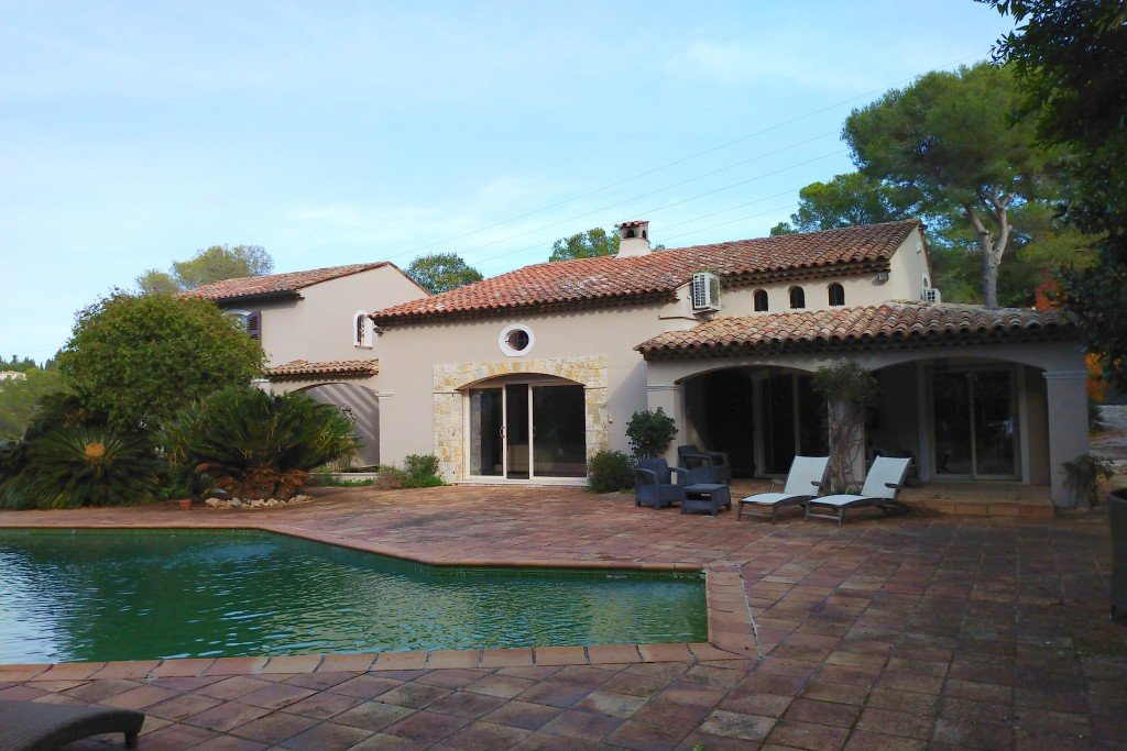 Beautiful 5 bedroom provencale villa in desired location, Mougins