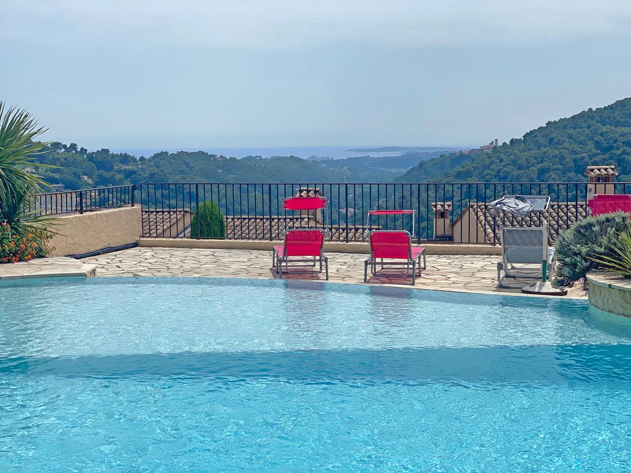 Renoverad 4:a i residens med pool  - Vence